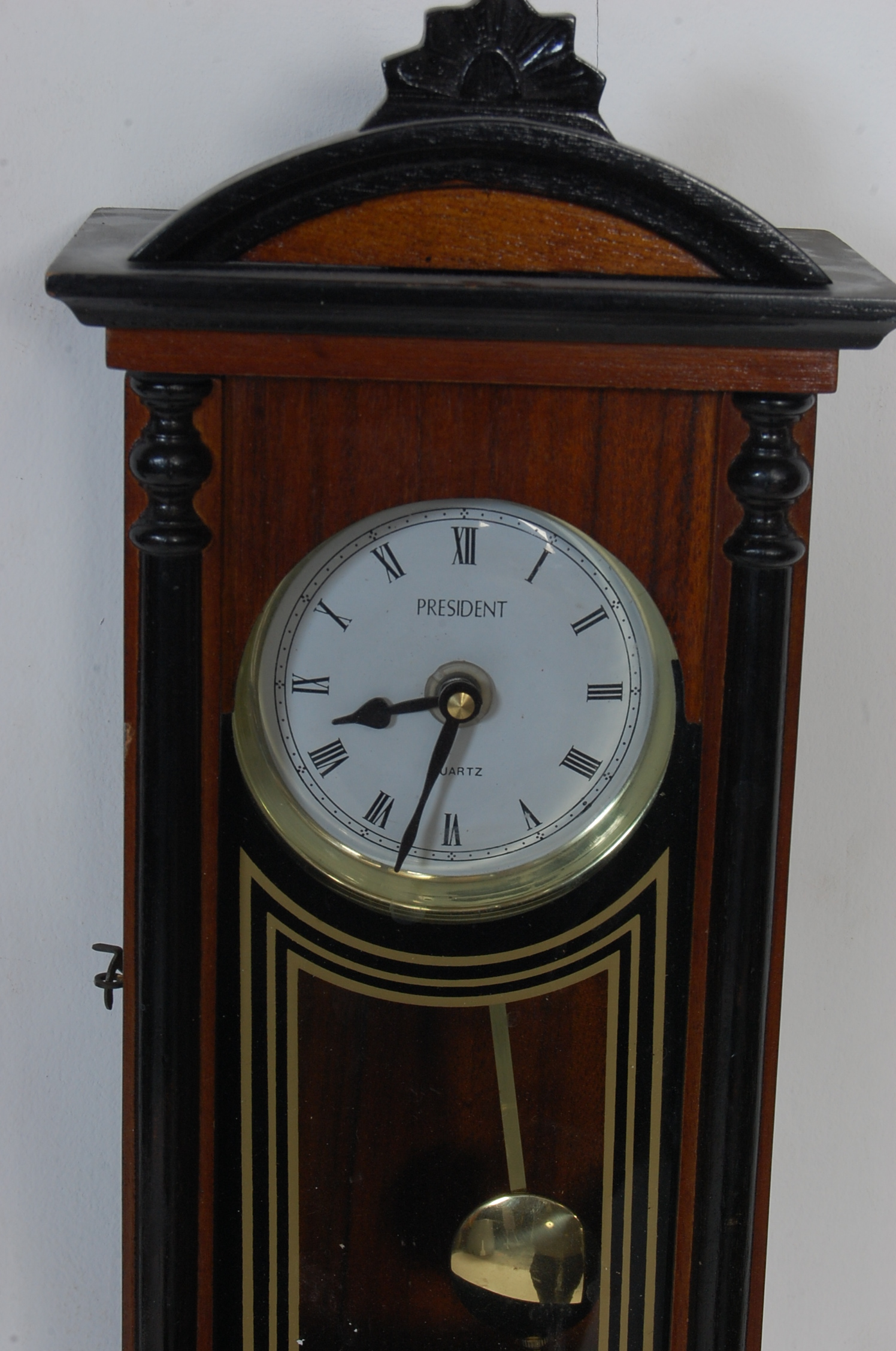 COLLECTION OF FOUR VINTAGE 20TH CENTURY WALL HANGING CLOCKS - Image 8 of 8