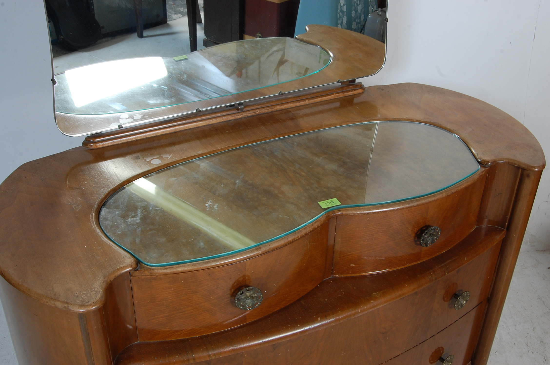 1950'S ART DECO STYLE WALNUT DRESSING TABLE - Image 4 of 5