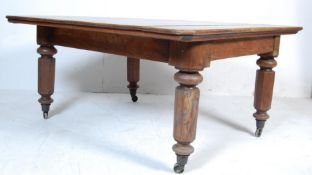 19TH CENTURY VICTORIAN OAK EXTENDING DINING TABLE