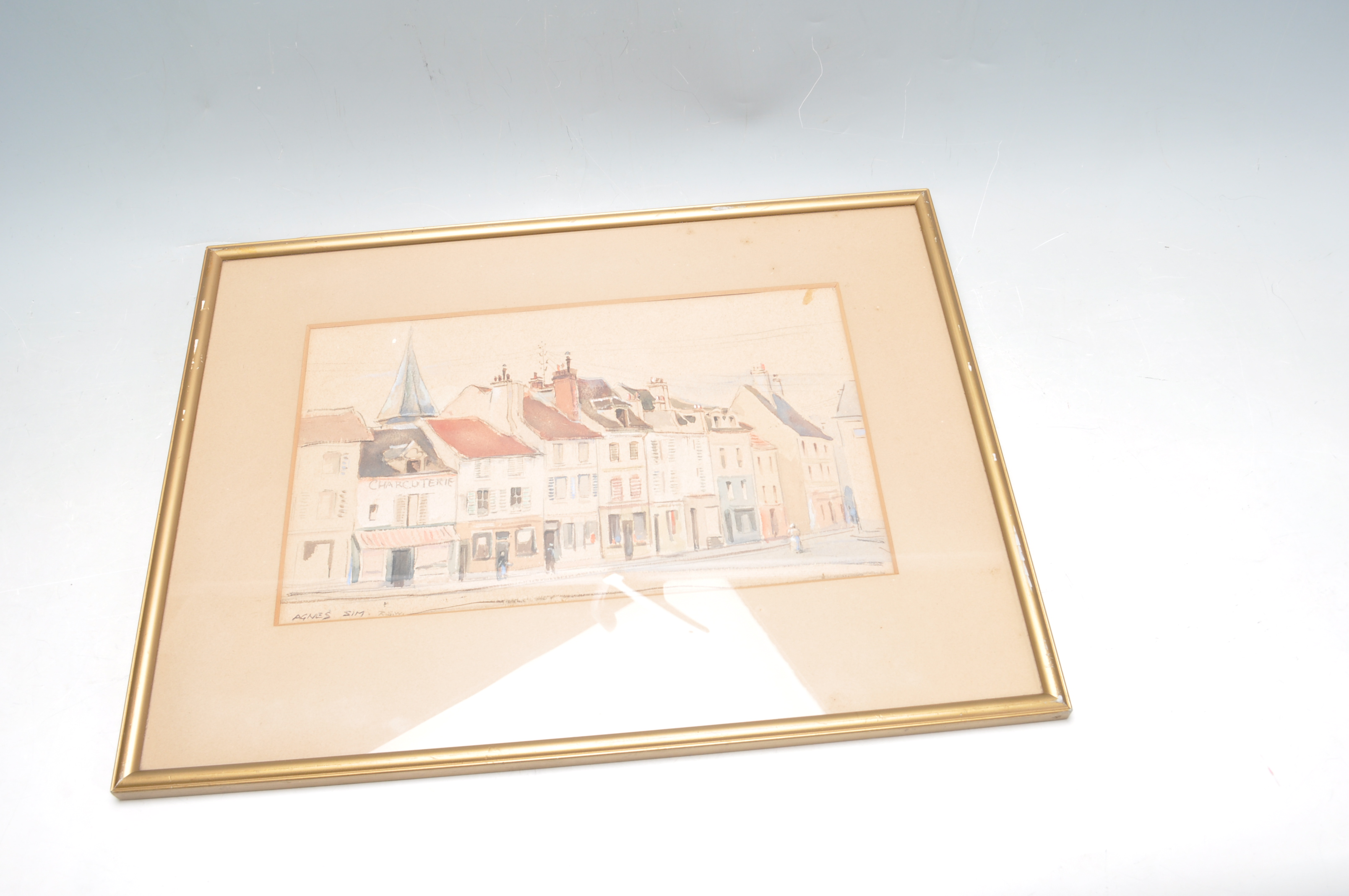 AGNES SIM (1887 - 1978) A 20TH CENTURY WATERCOLOUR DEPICTING A FRENCH STREET SCENE. - Image 4 of 6