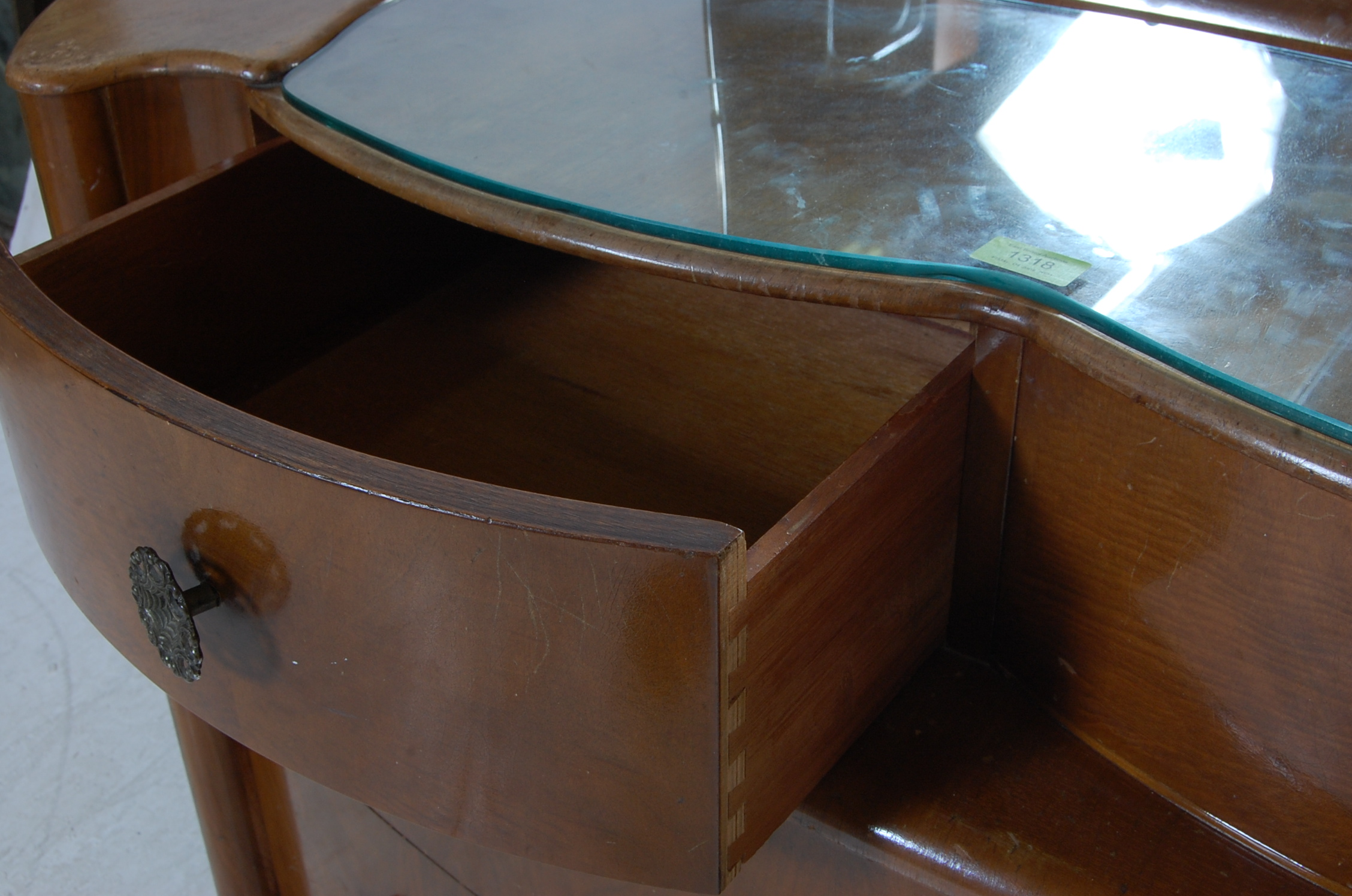 1950'S ART DECO STYLE WALNUT DRESSING TABLE - Image 5 of 5