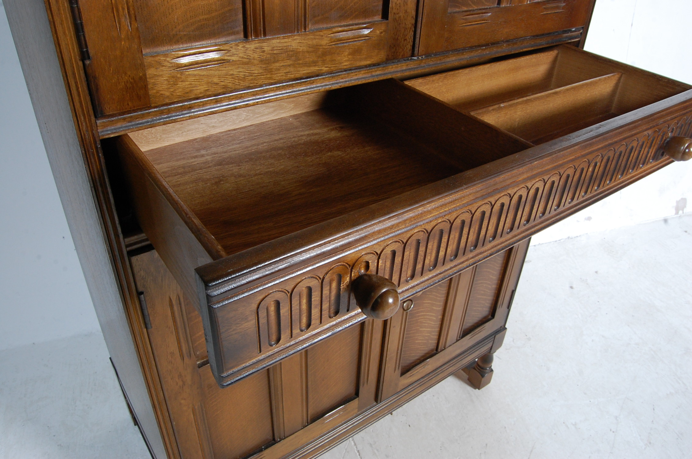 MID CENTURY OAK COCKTAIL CABINET - Image 5 of 6