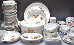 LARGE COLLECTION OF VINTAGE 20TH CENTURY ROYAL WORCESTER EVESHAM TABLEWARE