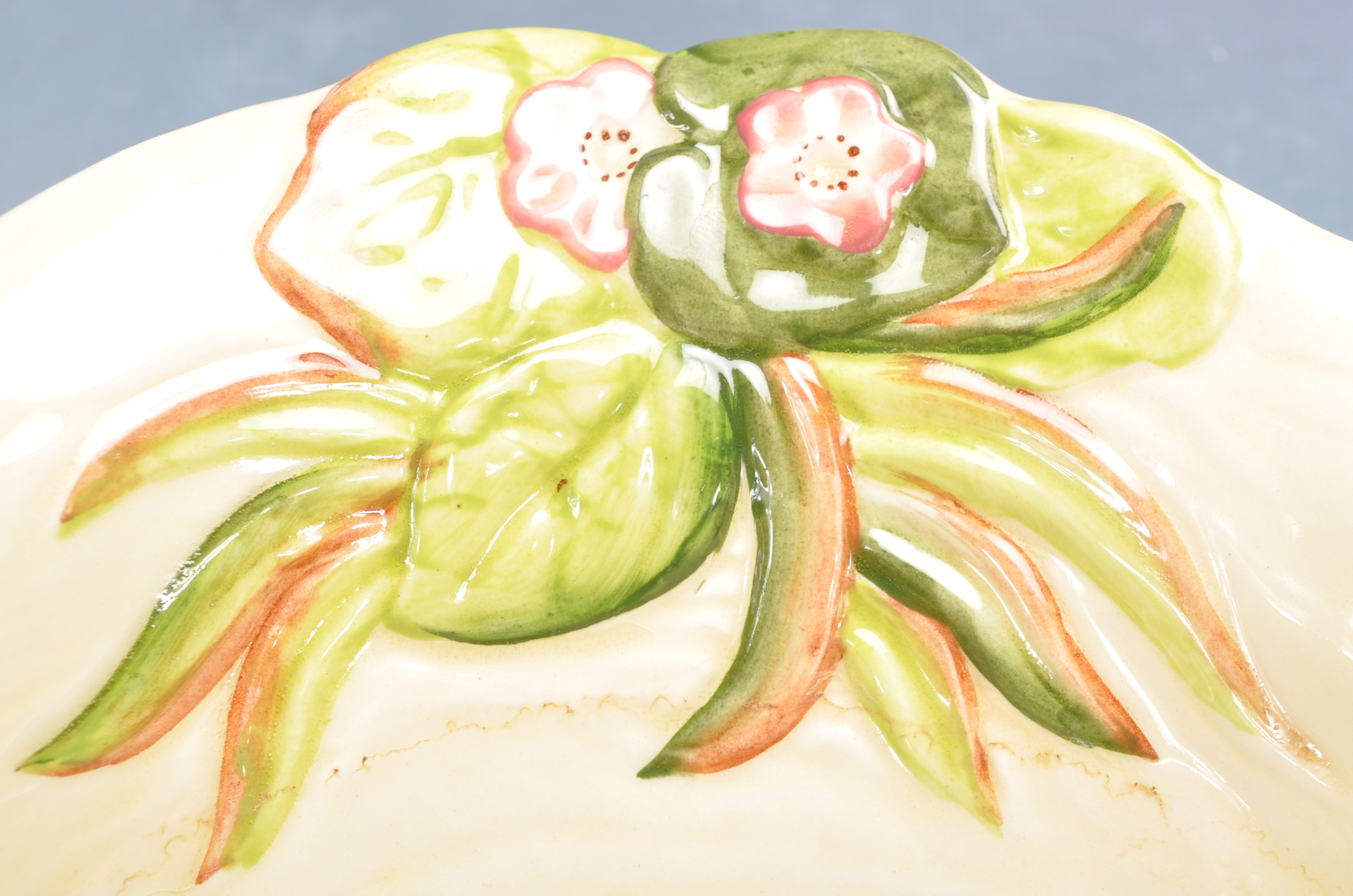 VINTAGE MID 20TH CENTURY CLARICE CLIFF BOWL WITH OTHERS - Image 5 of 8