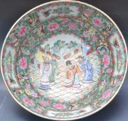 EARLY 20TH CENTURY GUANGZHOU PERIOD FAMILLE VERTE BOWL