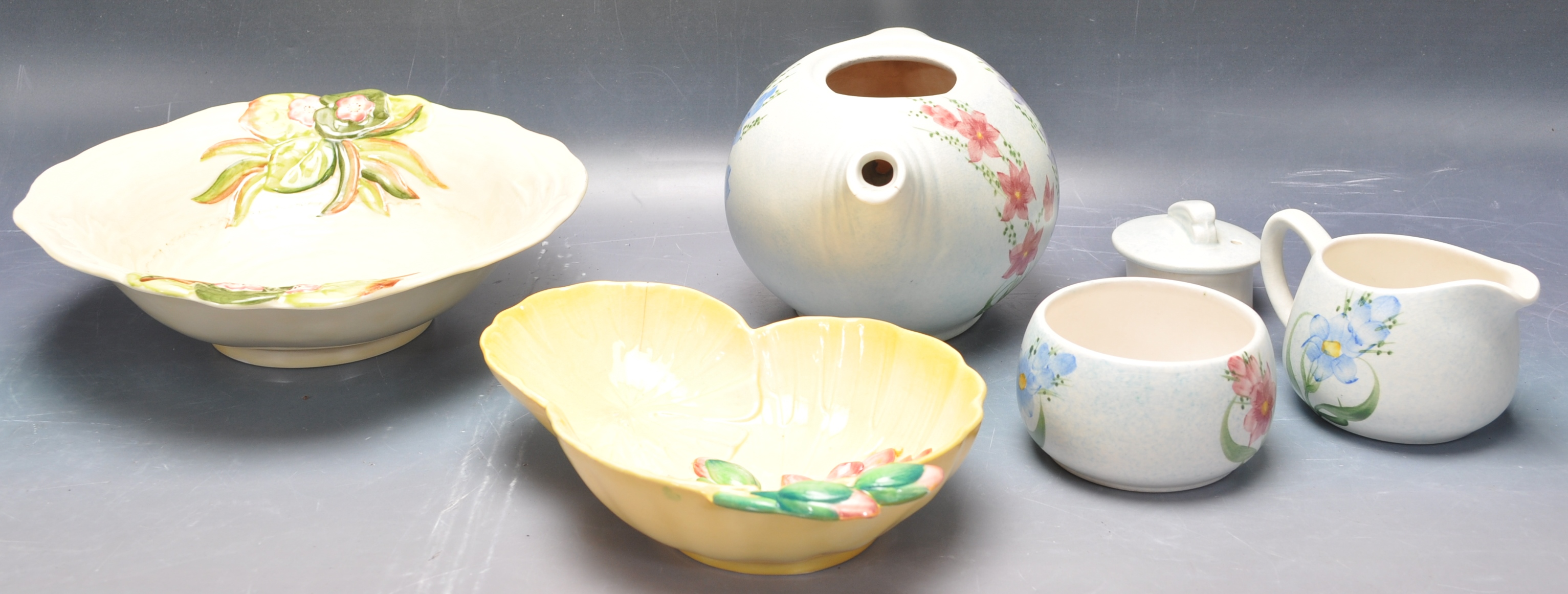 VINTAGE MID 20TH CENTURY CLARICE CLIFF BOWL WITH OTHERS - Image 3 of 8