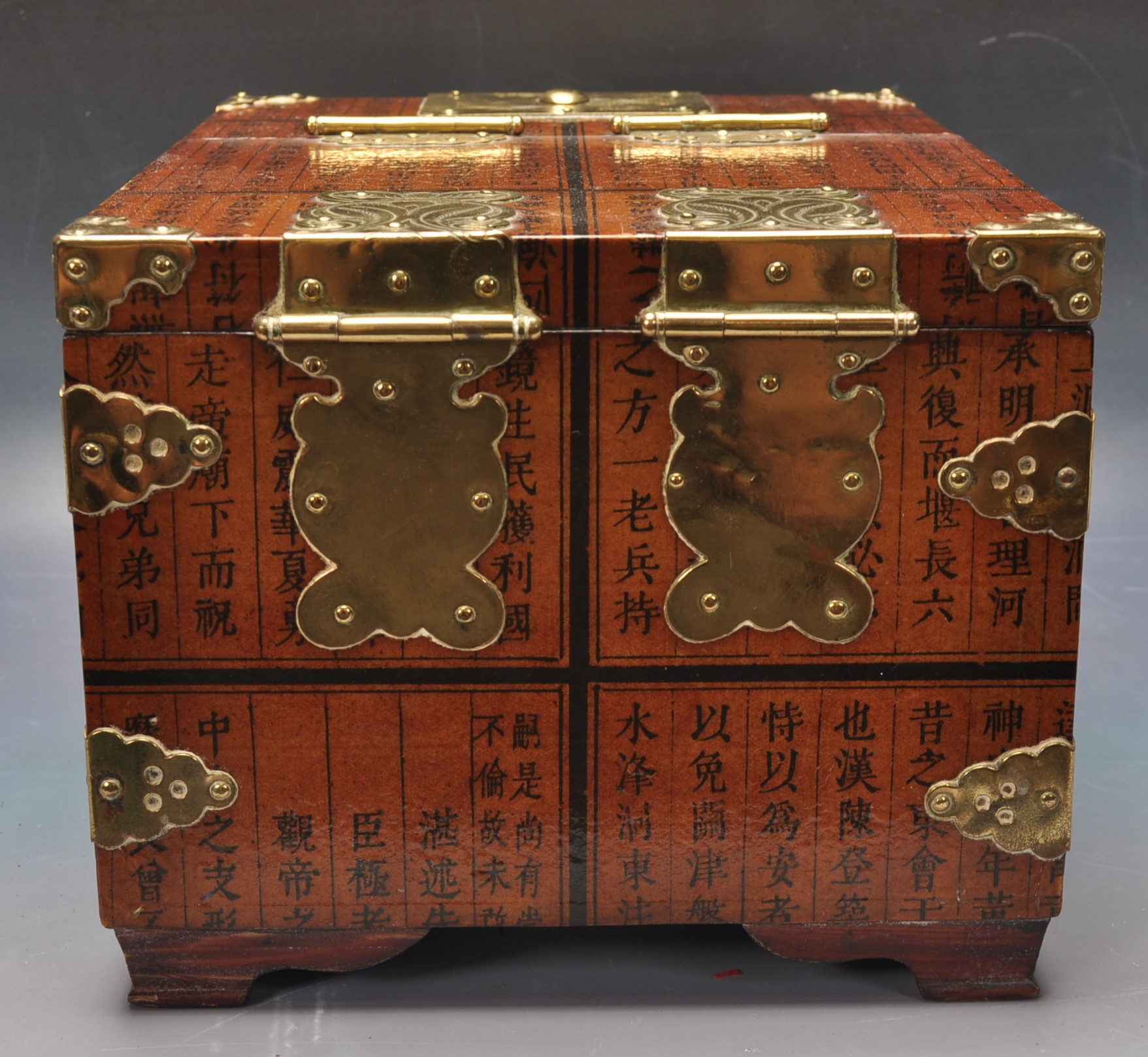 20TH CENTURY CHINESE LACQUER & BRASS BOUND CASKET - Image 4 of 4