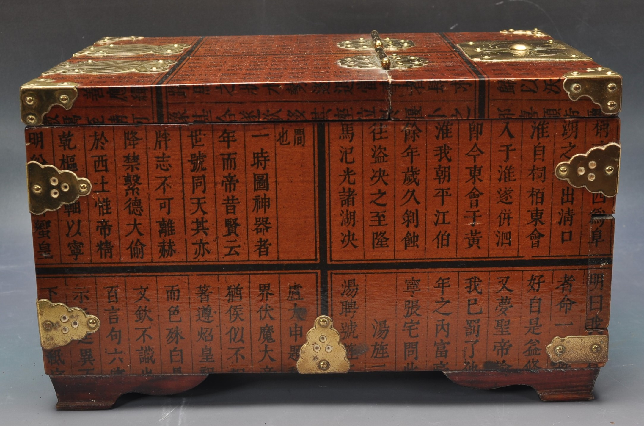 20TH CENTURY CHINESE LACQUER & BRASS BOUND CASKET - Image 3 of 4