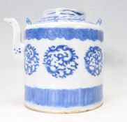 19TH CENTURY CHINESE ORIENTAL BLUE AND WHITE TEAPOT