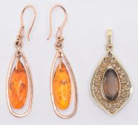 9CT GOLD AMBER DROP EARRINGS AND PENDANT