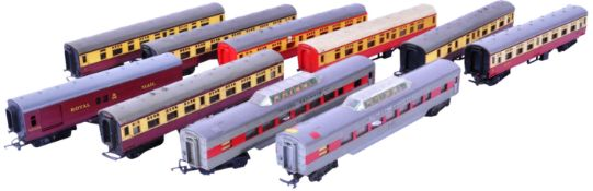 COLLECTION OF VINTAGE TRI ANG MODEL RAILWAY CARRIAGES