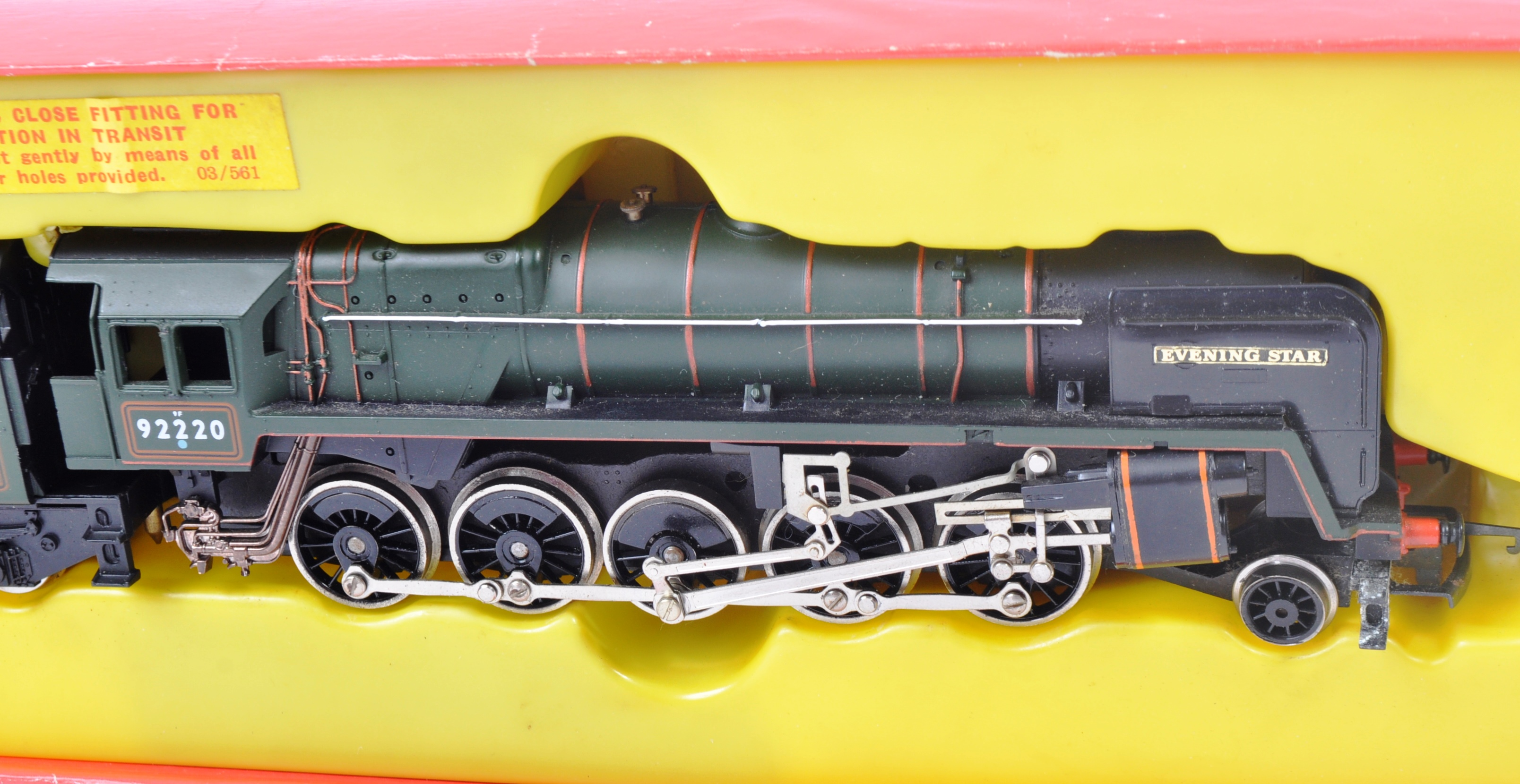 TWO VINTAGE HORNBY & TRIANG MODEL RAILWAY TRAINSET LOCOMOTIVES - Image 4 of 6