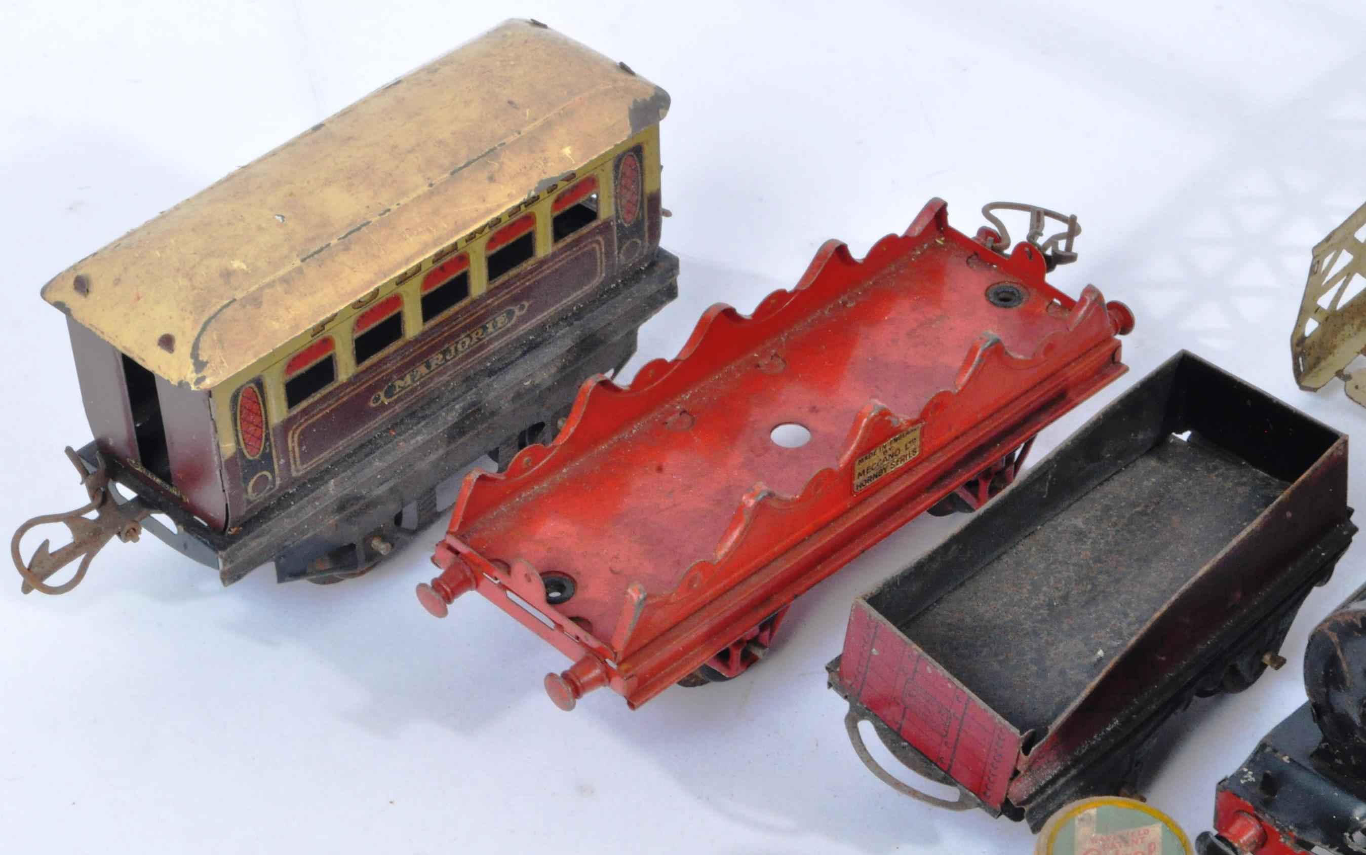 COLLECTION OF ASSORTED VINTAGE O GAUGE MODEL RAILWAY ITEMS - Image 3 of 8