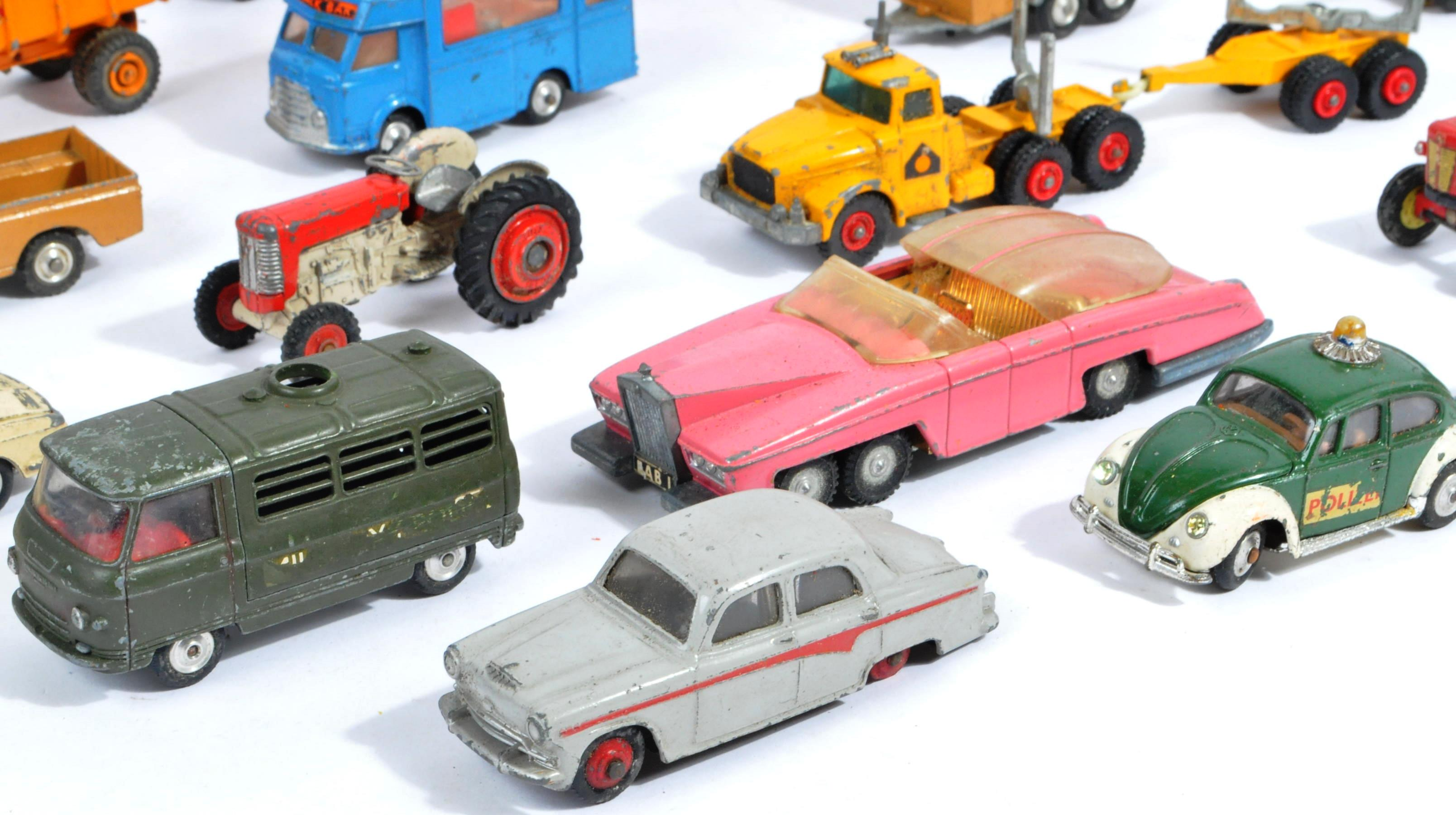 COLLECTION OF VINTAGE CORGI & DINKY TOYS DIECAST MODELS - Image 7 of 10