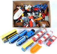 LARGE COLLECTION OF ASSORTED LOOSE LEGO BRICKS