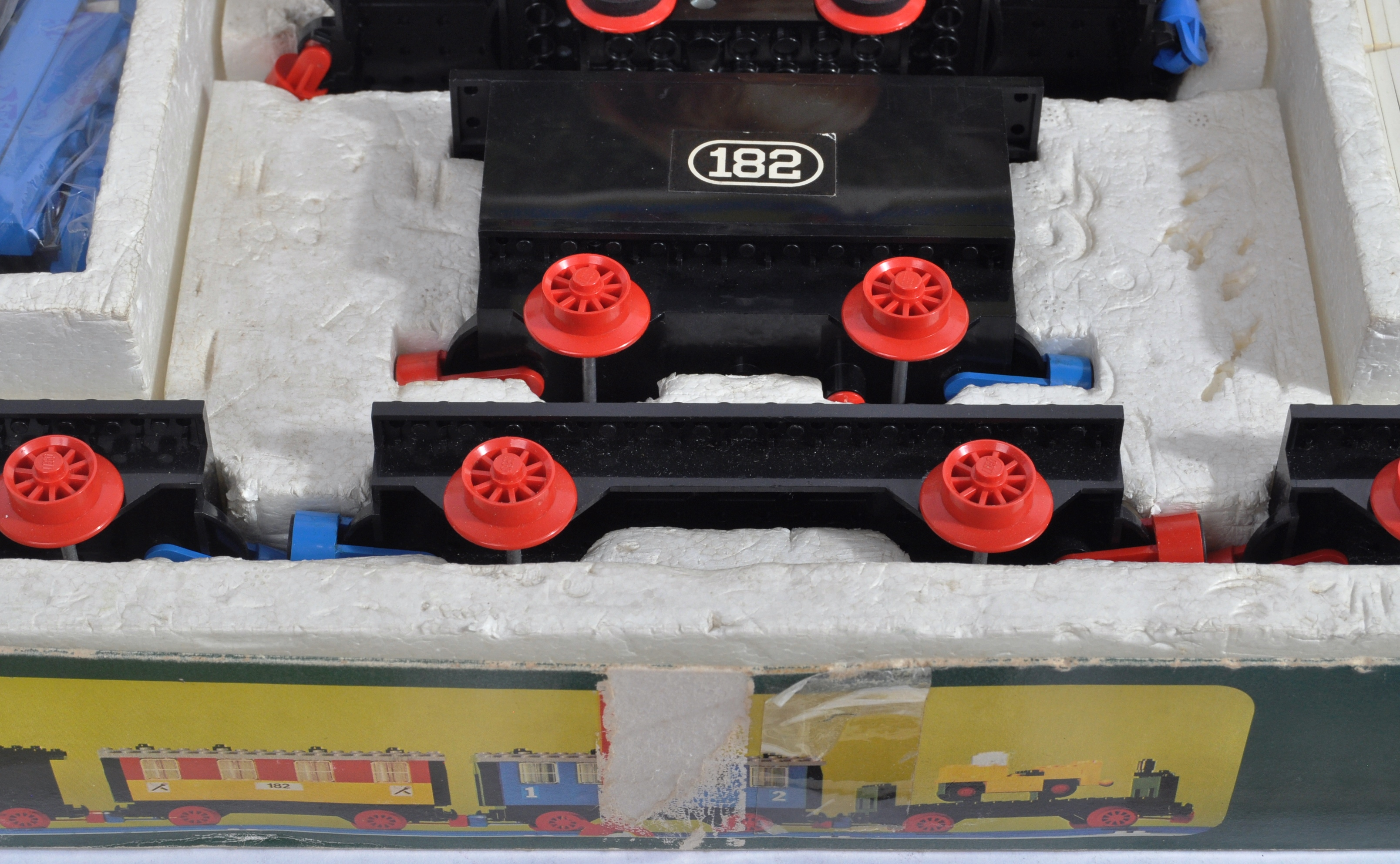 LEGO SET - 182 - TRAIN SET WITH MOTOR AND TRACK - Image 8 of 14