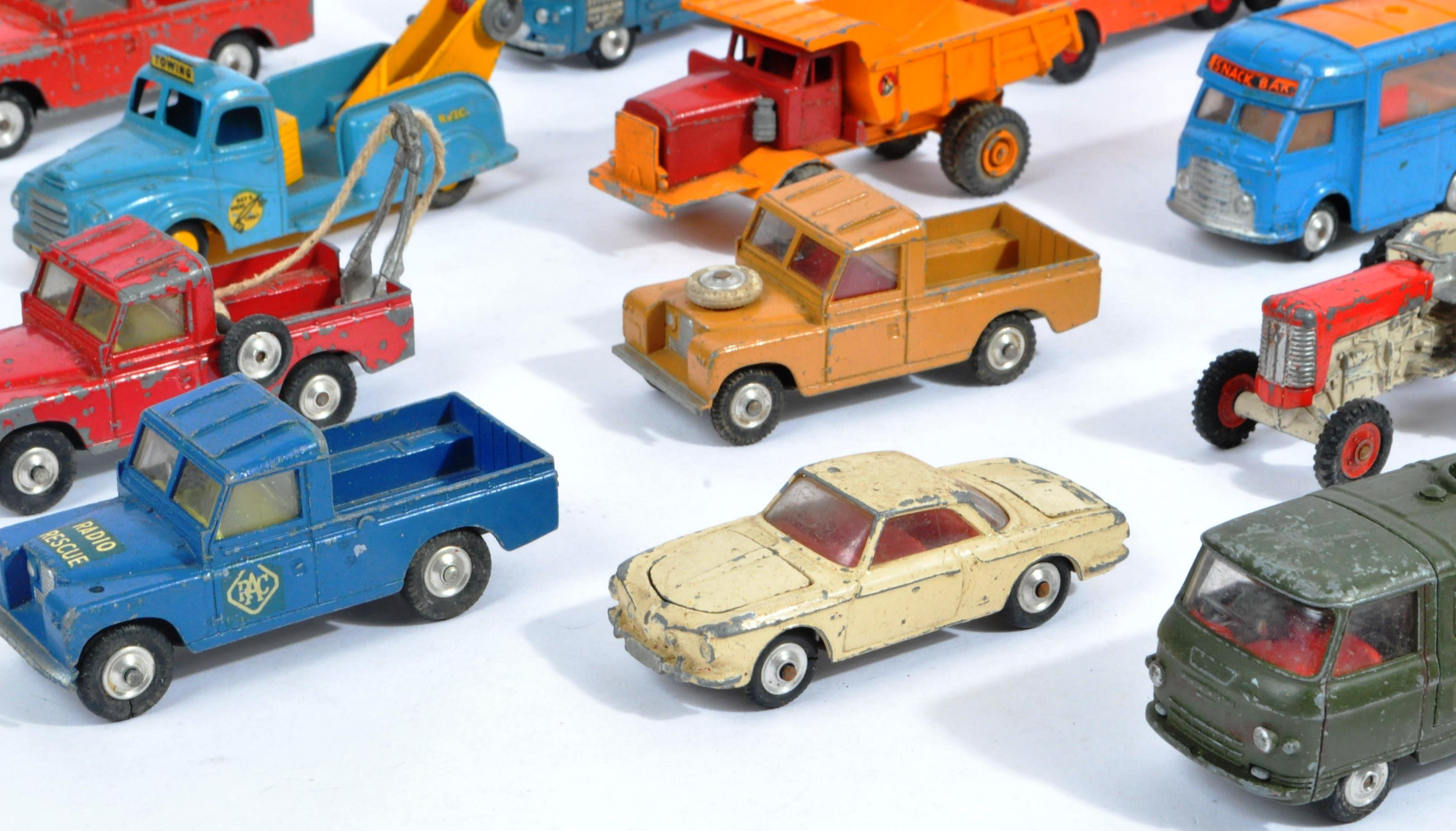 COLLECTION OF VINTAGE CORGI & DINKY TOYS DIECAST MODELS - Image 8 of 10
