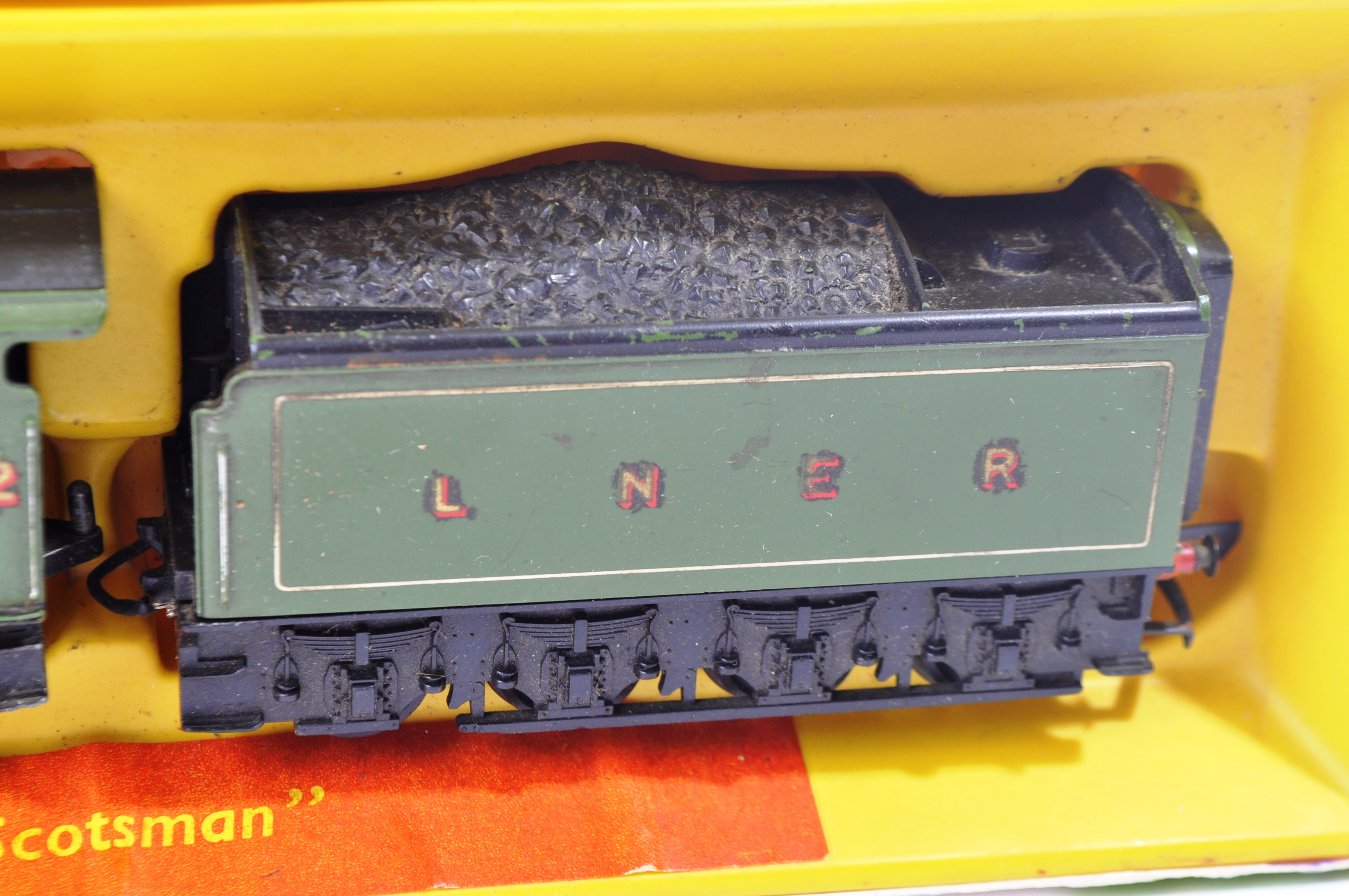 TWO VINTAGE HORNBY & TRIANG MODEL RAILWAY TRAINSET LOCOMOTIVES - Image 3 of 6
