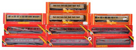 COLLECTION OF HORNBY 00 GAUGE MODEL RAILWAY CARRIAGES