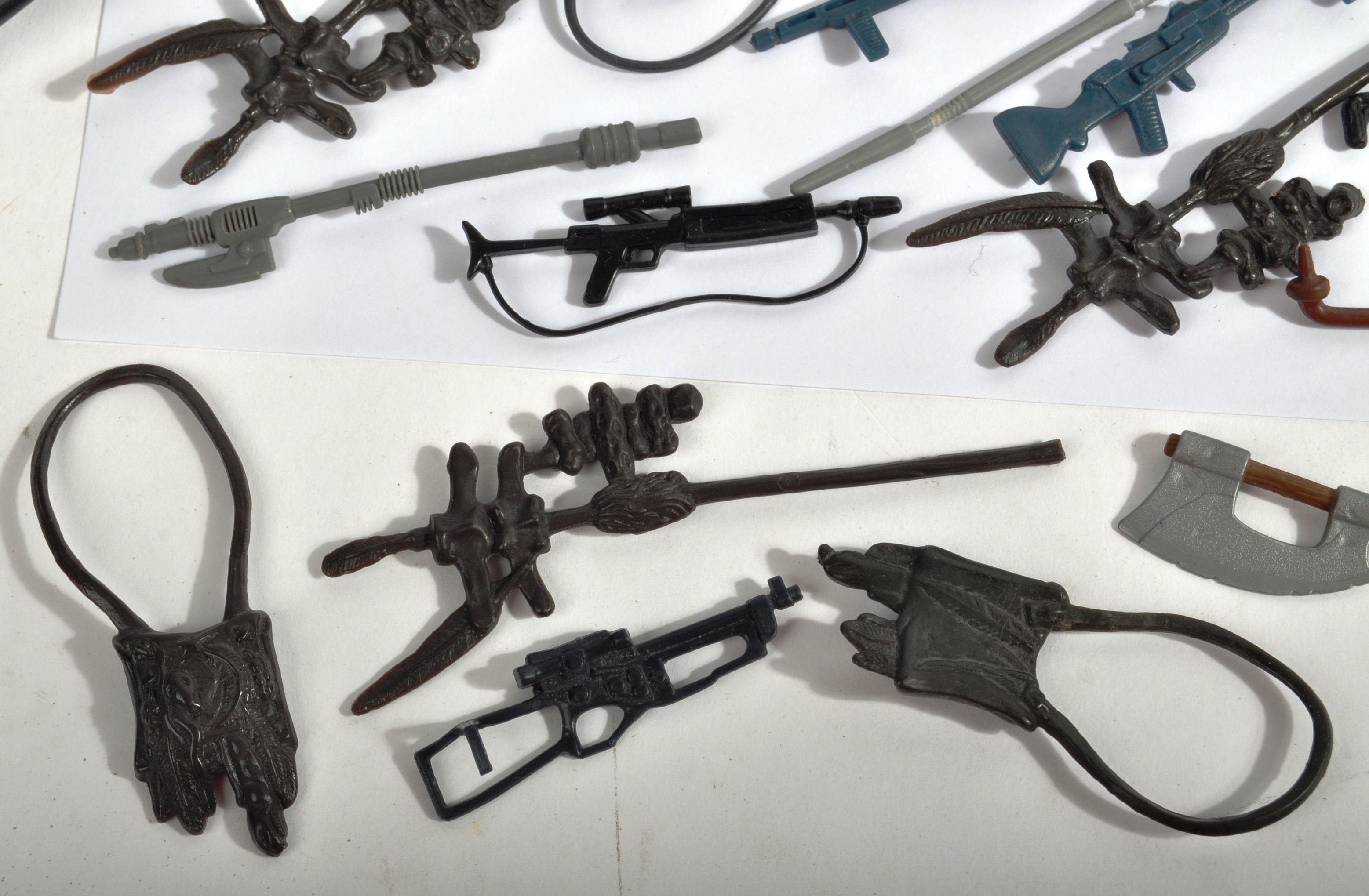 STAR WARS - LARGE COLLECTION OF ORIGINAL VINTAGE WEAPONS & ACCESSORIES. - Image 7 of 11