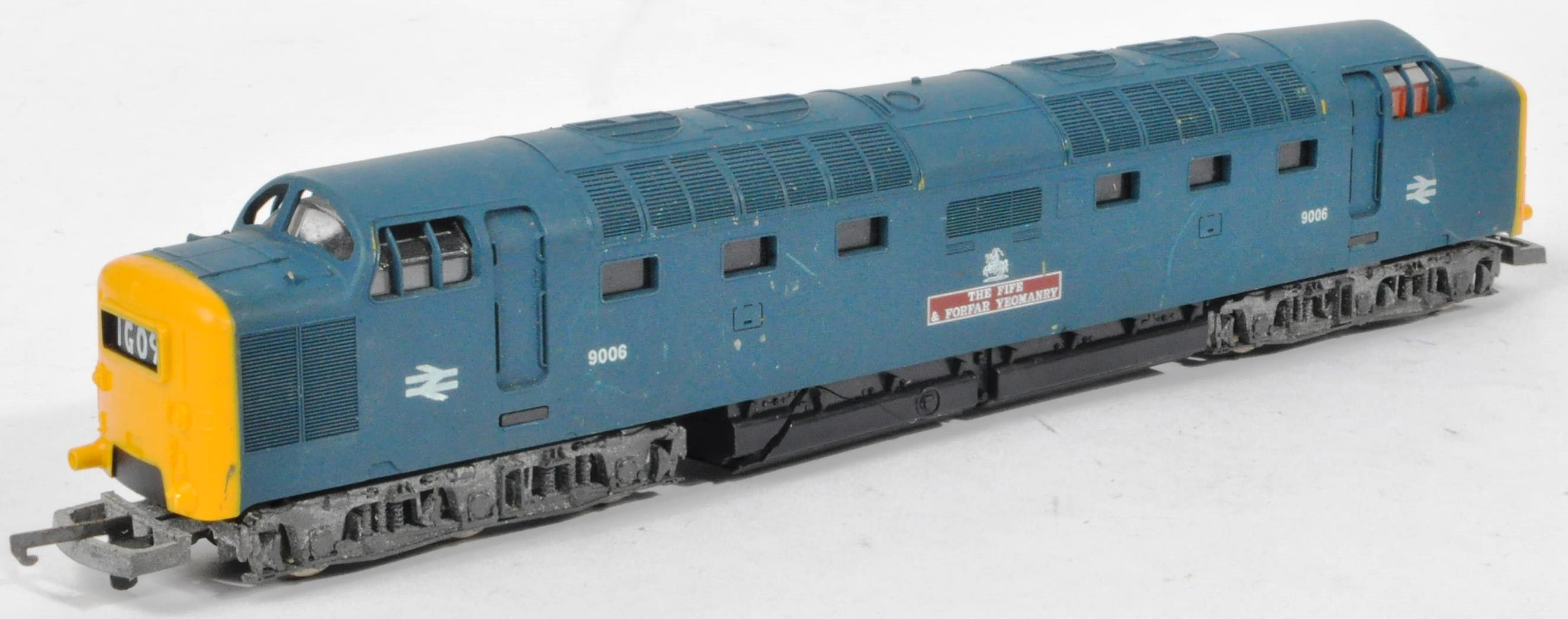 COLLECTION OF ASSORTED DIESEL 00 GAUGE TRAINSET LOCOMOTIVES & CARRIAGES - Image 7 of 10