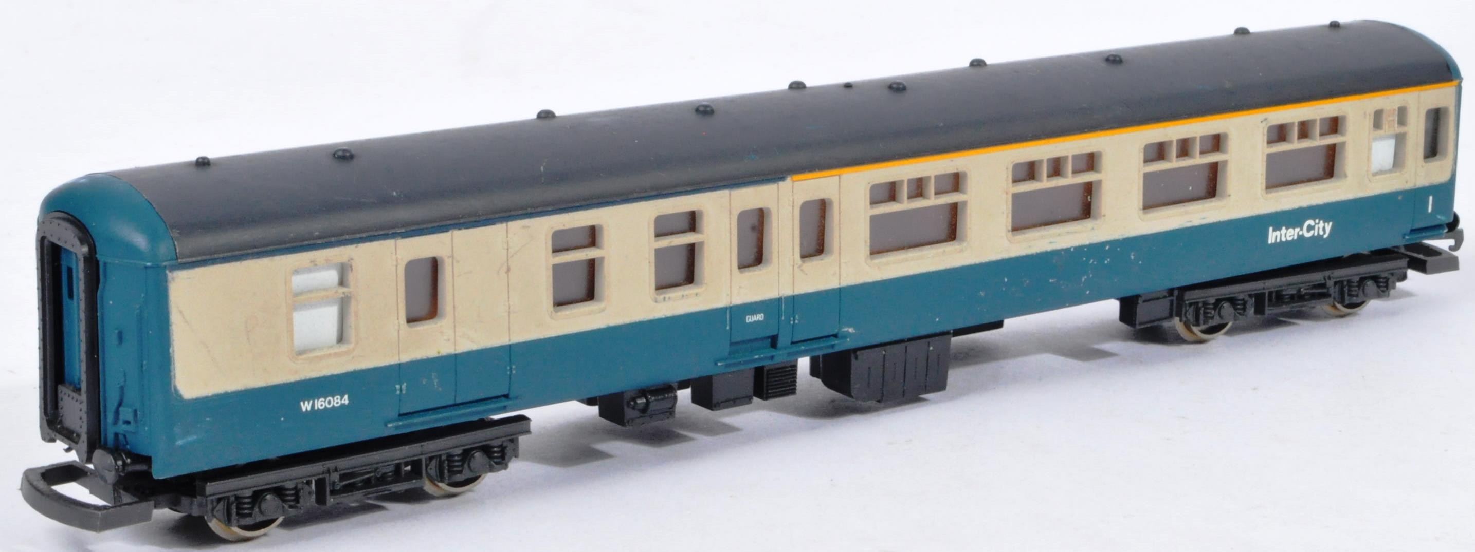 COLLECTION OF ASSORTED DIESEL 00 GAUGE TRAINSET LOCOMOTIVES & CARRIAGES - Image 10 of 10