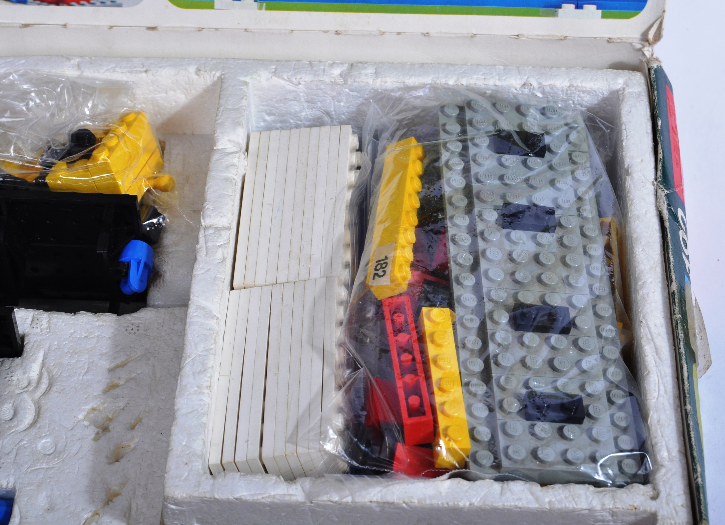 LEGO SET - 182 - TRAIN SET WITH MOTOR AND TRACK - Image 5 of 14