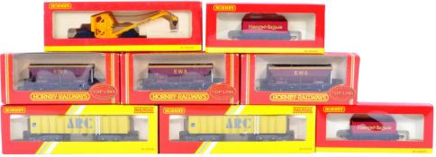 COLLECTION OF HORNBY 00 GAUGE MODEL RAILWAY ROLLING STOCK ITEMS