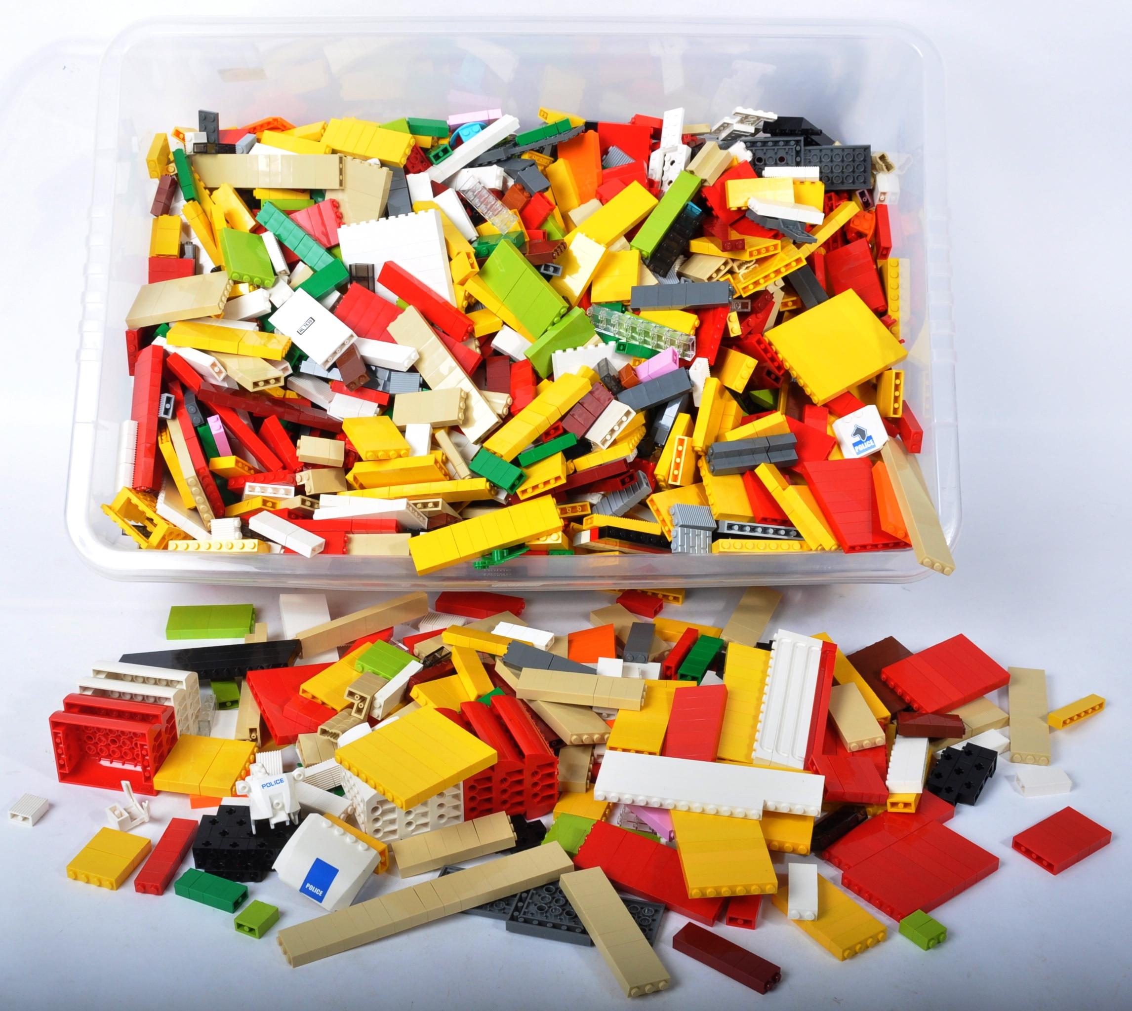 LARGE QUANTITY OF ASSORTED LOOSE LEGO BRICKS