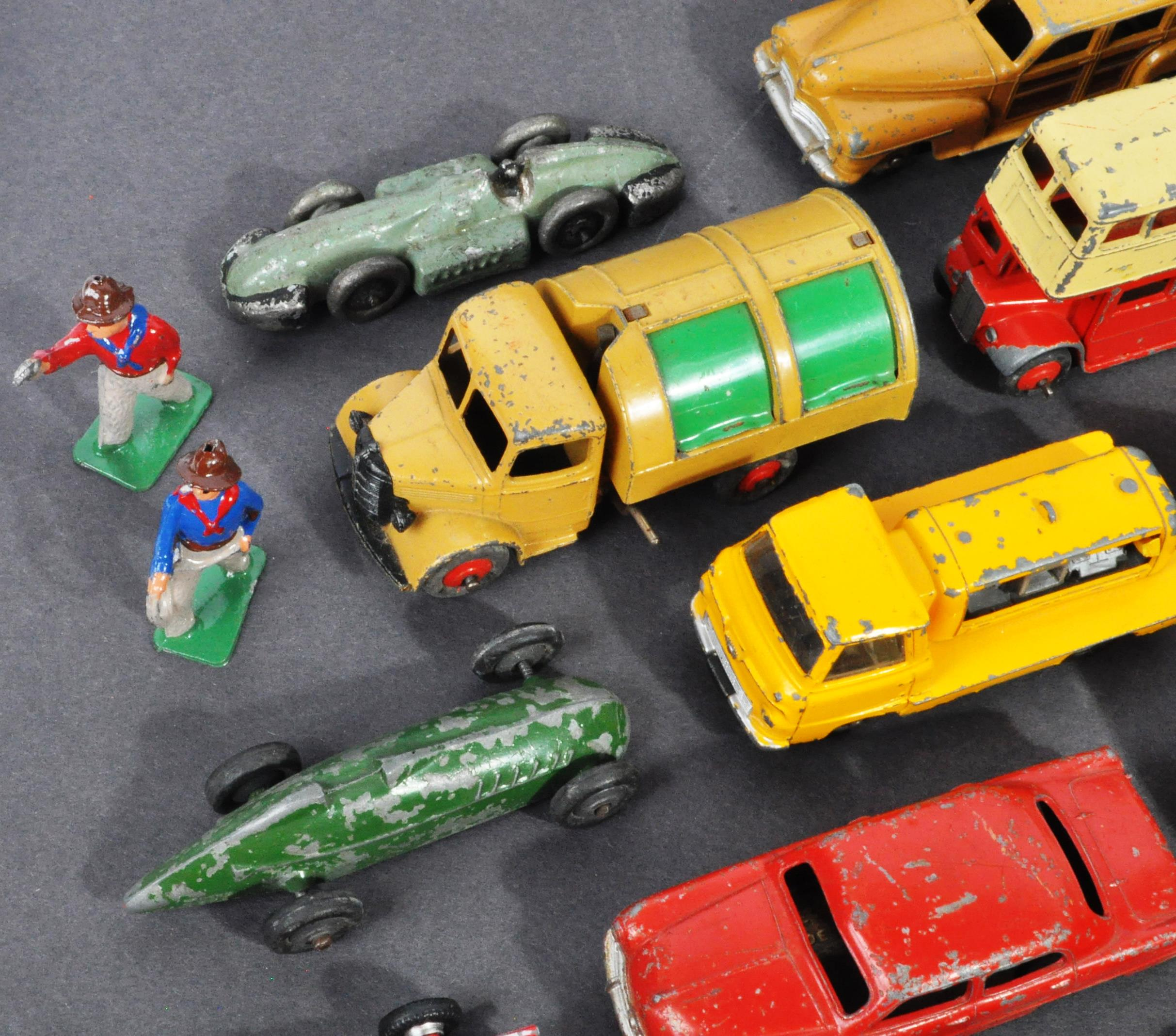 LARGE COLLECTION OF DINKY & OTHER DIECAST MODELS - Image 2 of 6