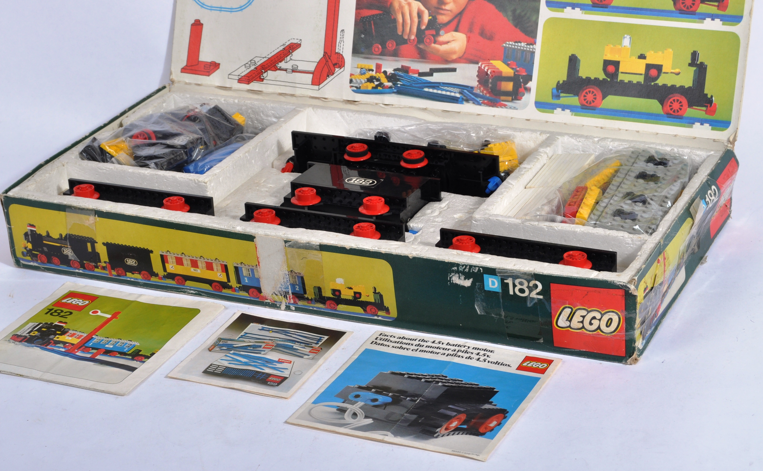 LEGO SET - 182 - TRAIN SET WITH MOTOR AND TRACK - Image 3 of 14