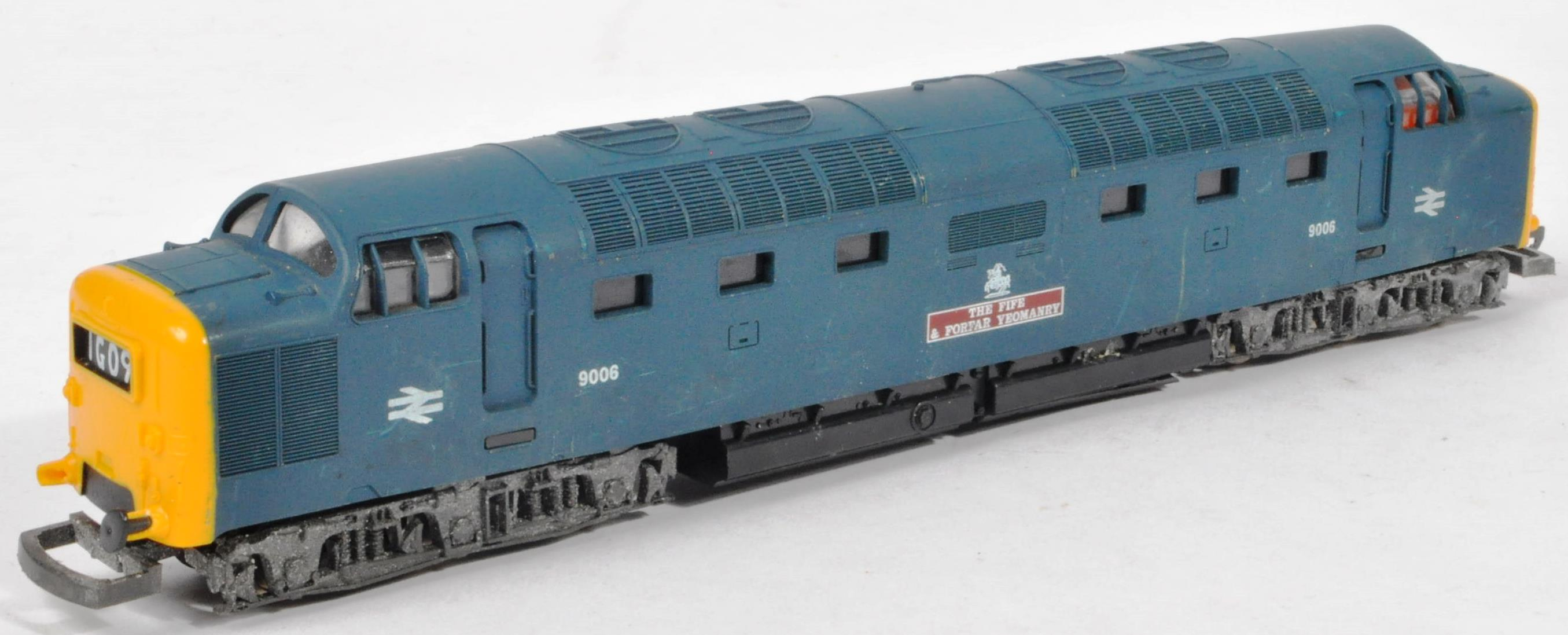 COLLECTION OF ASSORTED DIESEL 00 GAUGE TRAINSET LOCOMOTIVES & CARRIAGES - Image 8 of 10