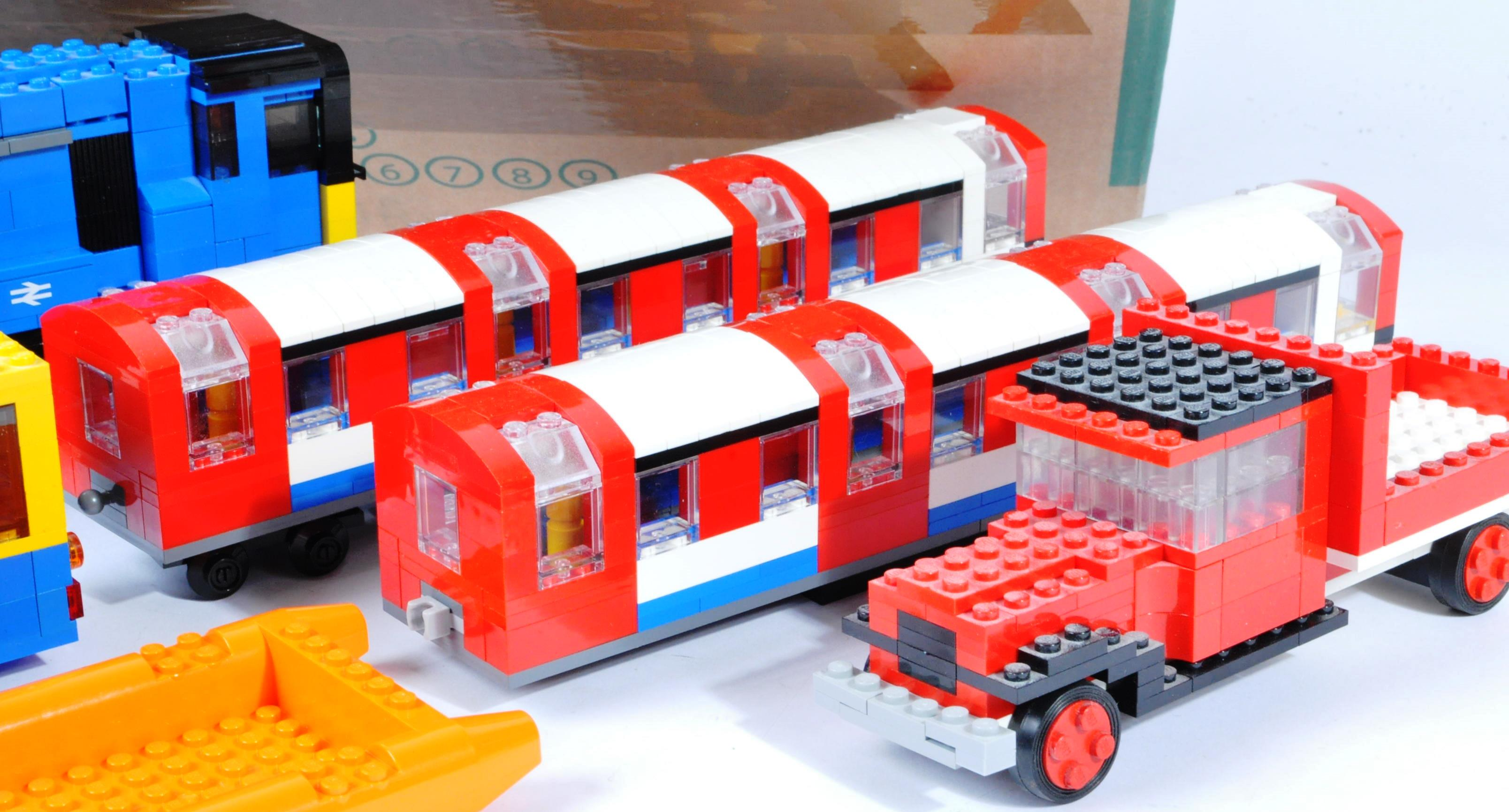 LARGE COLLECTION OF ASSORTED LOOSE LEGO BRICKS - Image 4 of 6
