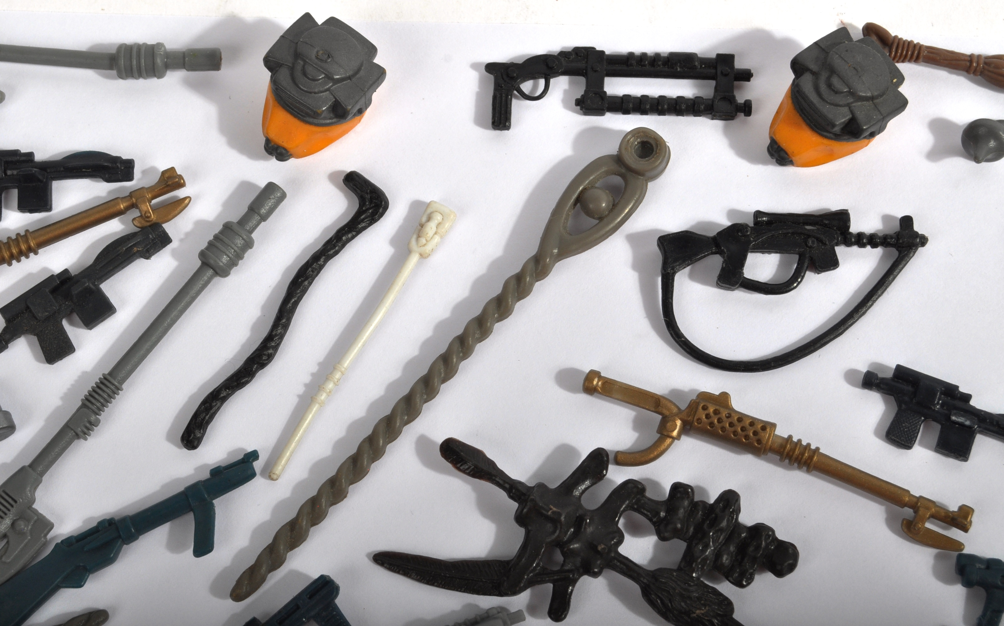 STAR WARS - LARGE COLLECTION OF ORIGINAL VINTAGE WEAPONS & ACCESSORIES. - Image 3 of 11
