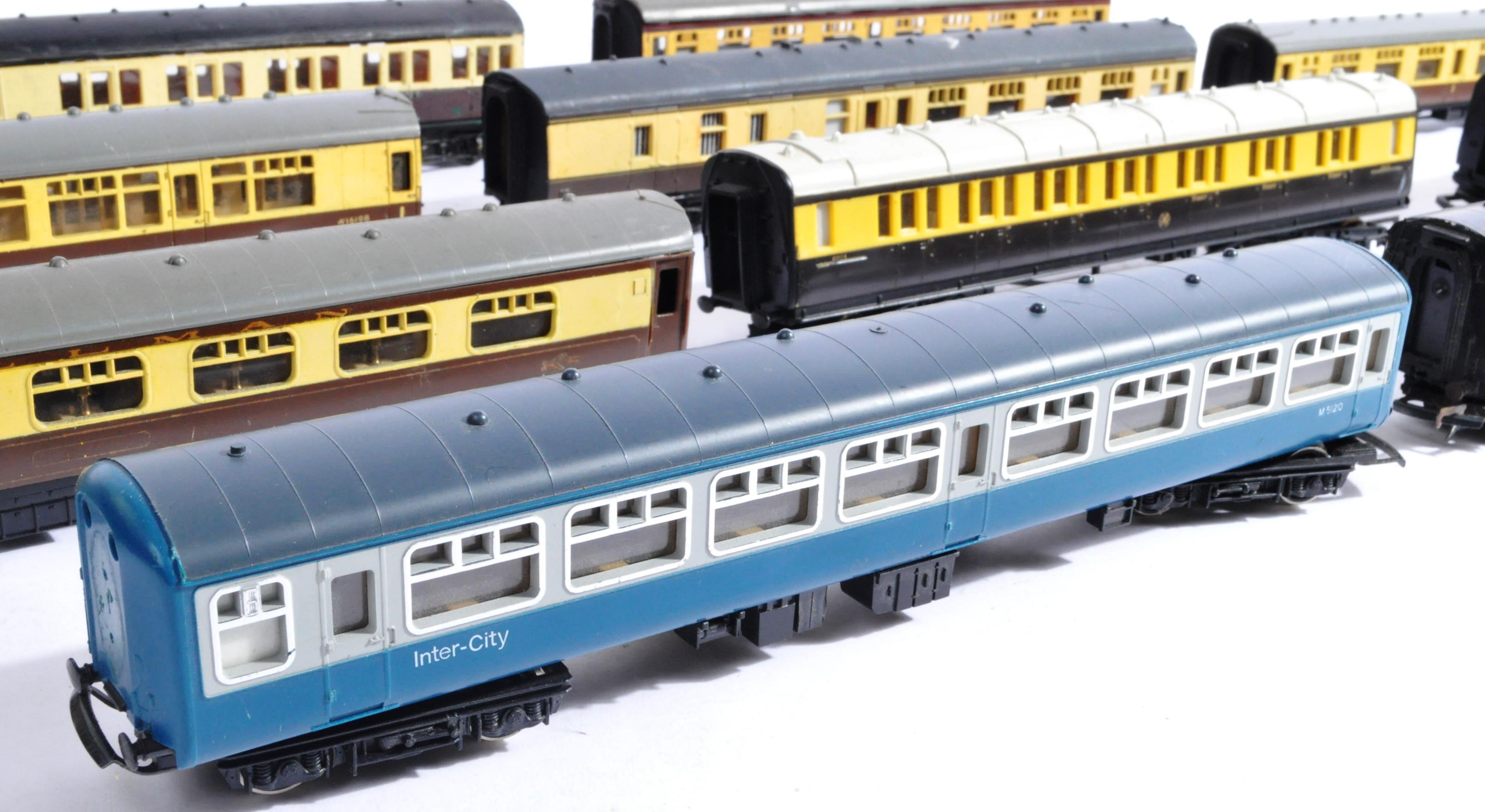 MODEL RAILWAYS - COLLECTION OF 00 GAUGE COACHES - Image 2 of 5