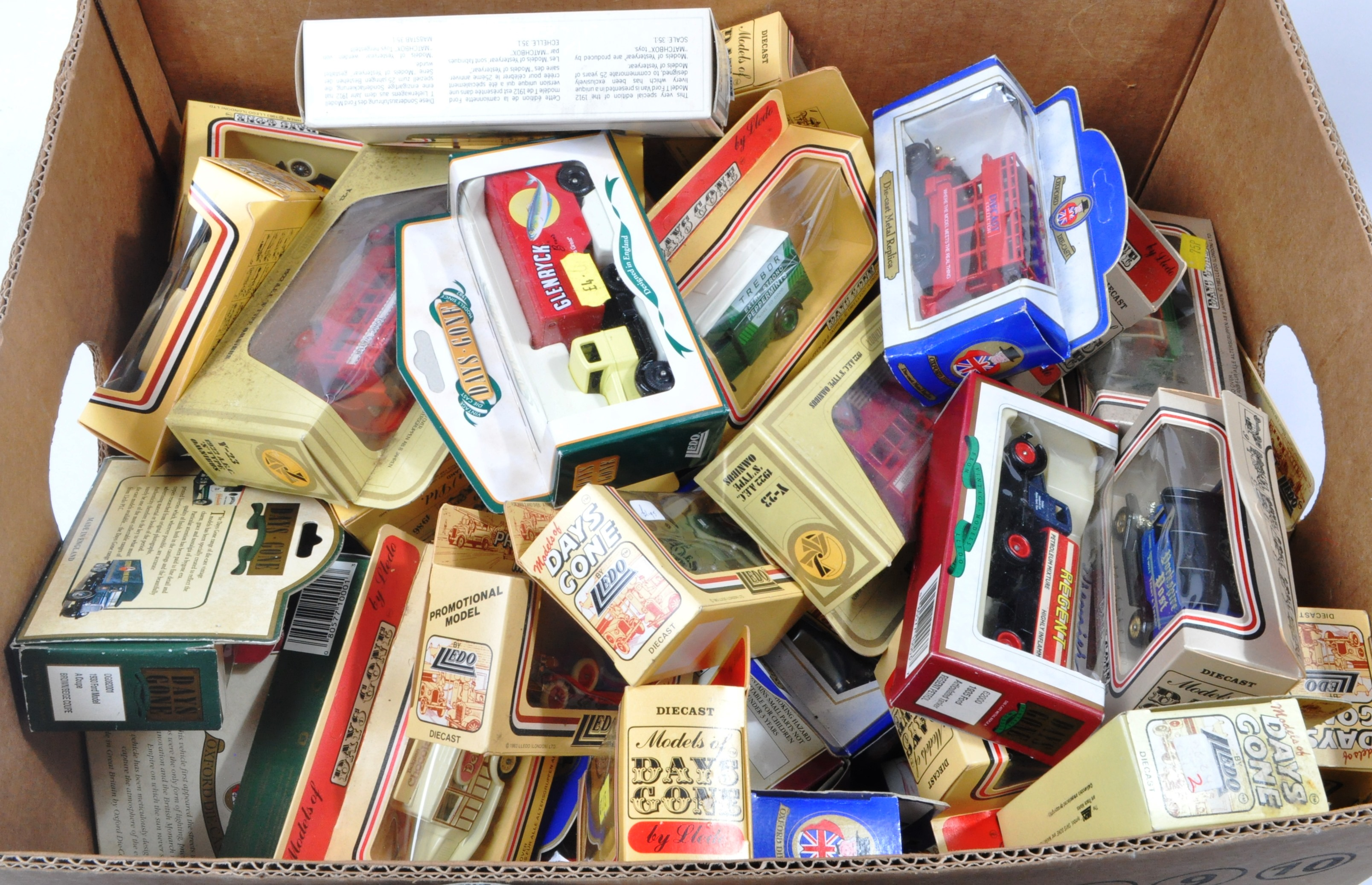 LARGE COLLECTION OF ASSORTED BOXED DIECAST - LLEDO, MATCHBOX - Image 4 of 4