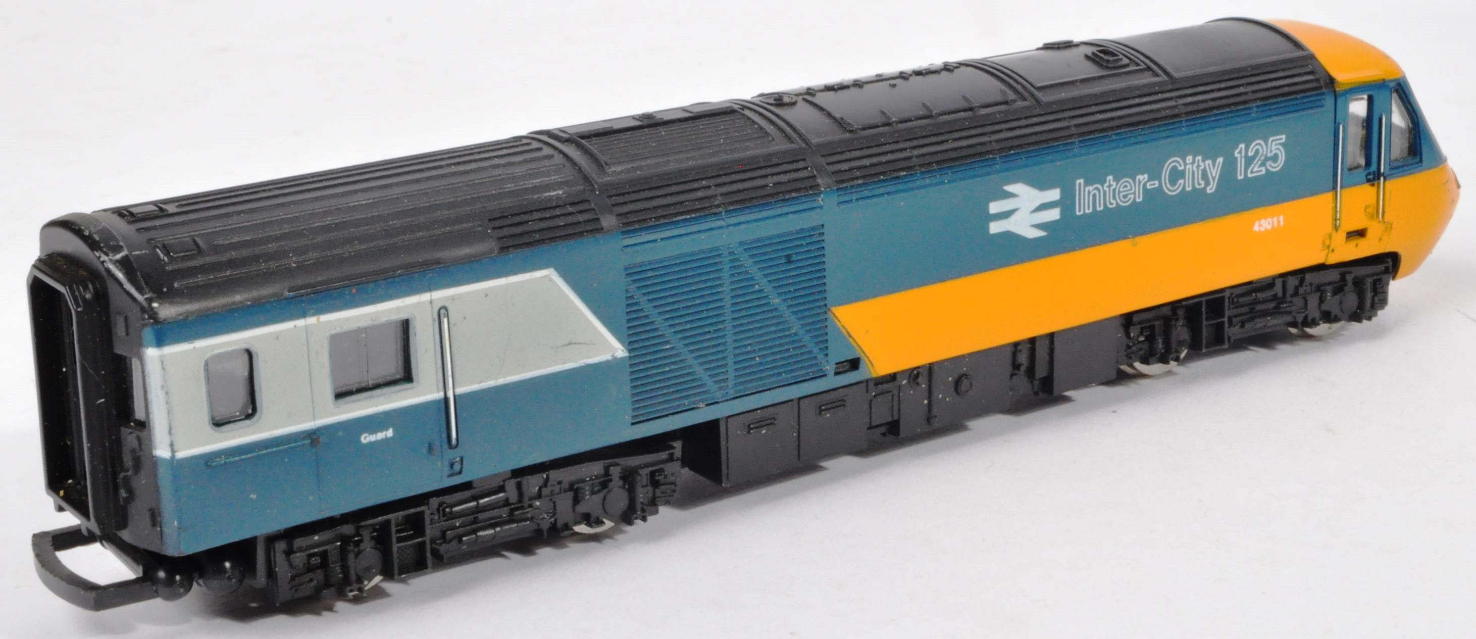 COLLECTION OF ASSORTED DIESEL 00 GAUGE TRAINSET LOCOMOTIVES & CARRIAGES - Image 4 of 10
