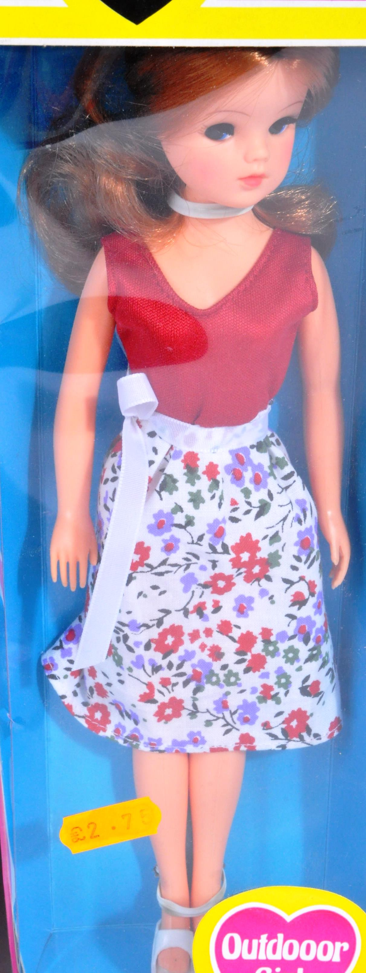 SINDY - COLLECTION OF ORIGINAL 1970S DOLLS & ACCESSORIES - Image 5 of 5