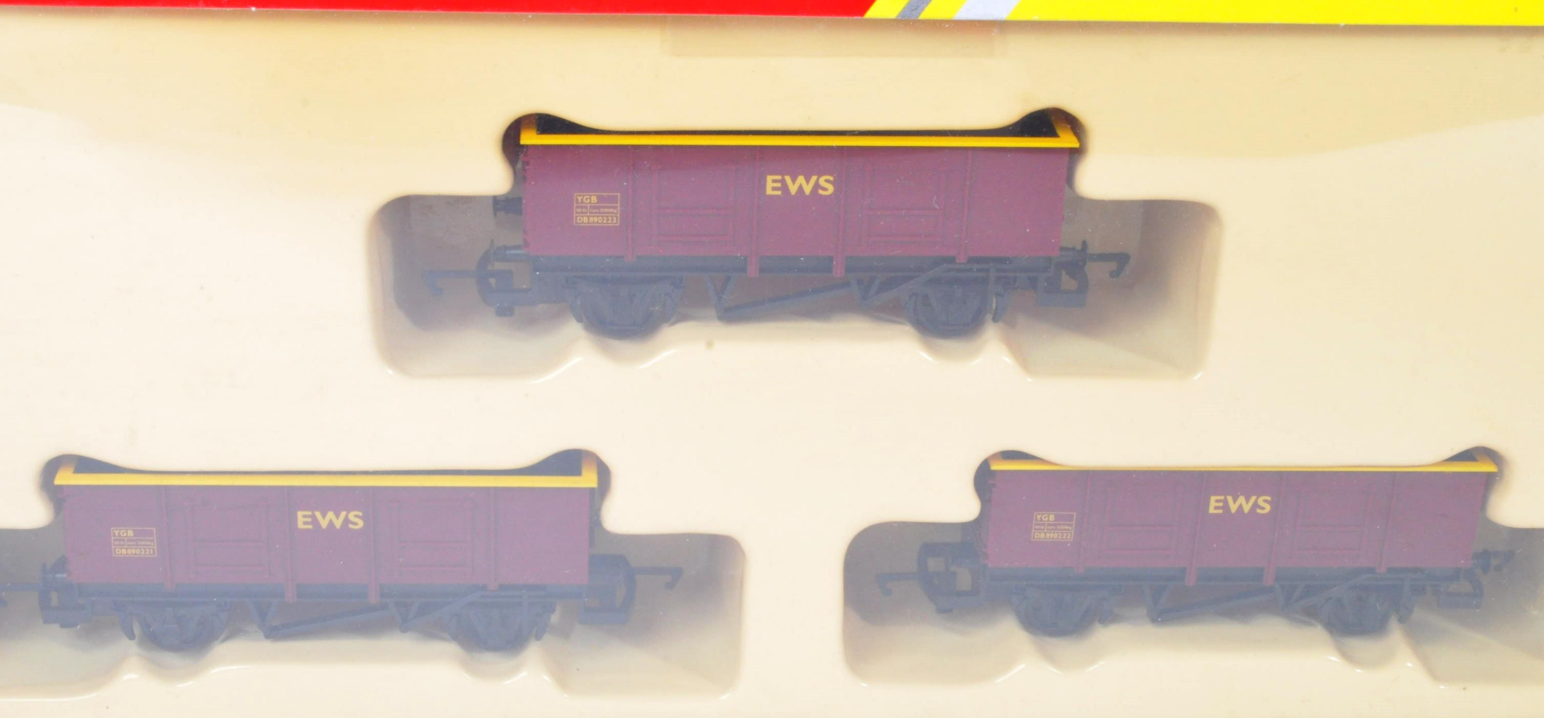 COLLECTION OF HORNBY 00 GAUGE MODEL RAILWAY ROLLING STOCK SETS - Image 2 of 5