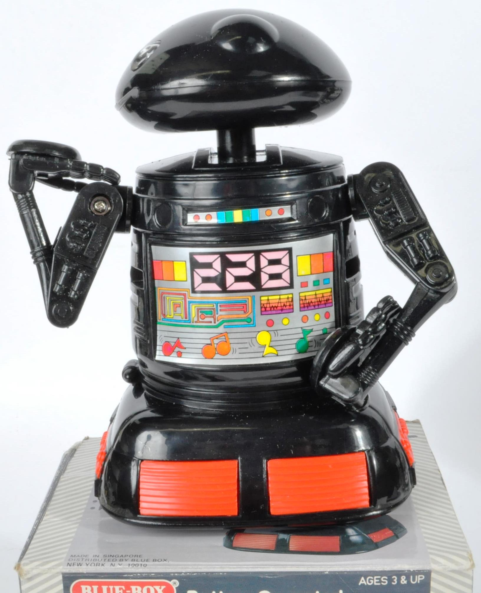 COLLECTION OF ASSORTED VINTAGE ELECTRONIC TOYS AND GAMES - Image 4 of 7