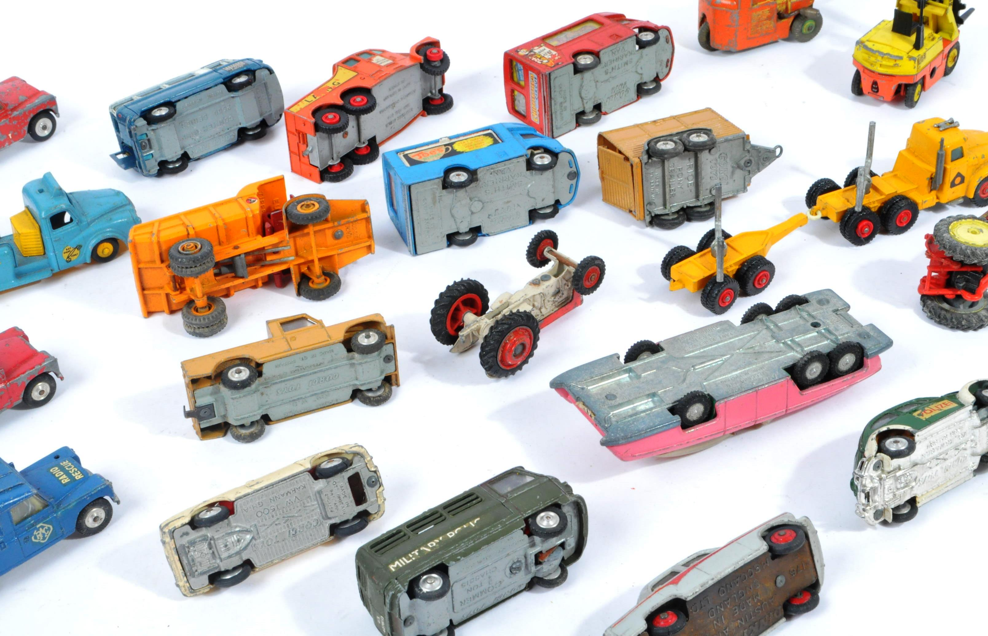 COLLECTION OF VINTAGE CORGI & DINKY TOYS DIECAST MODELS - Image 10 of 10