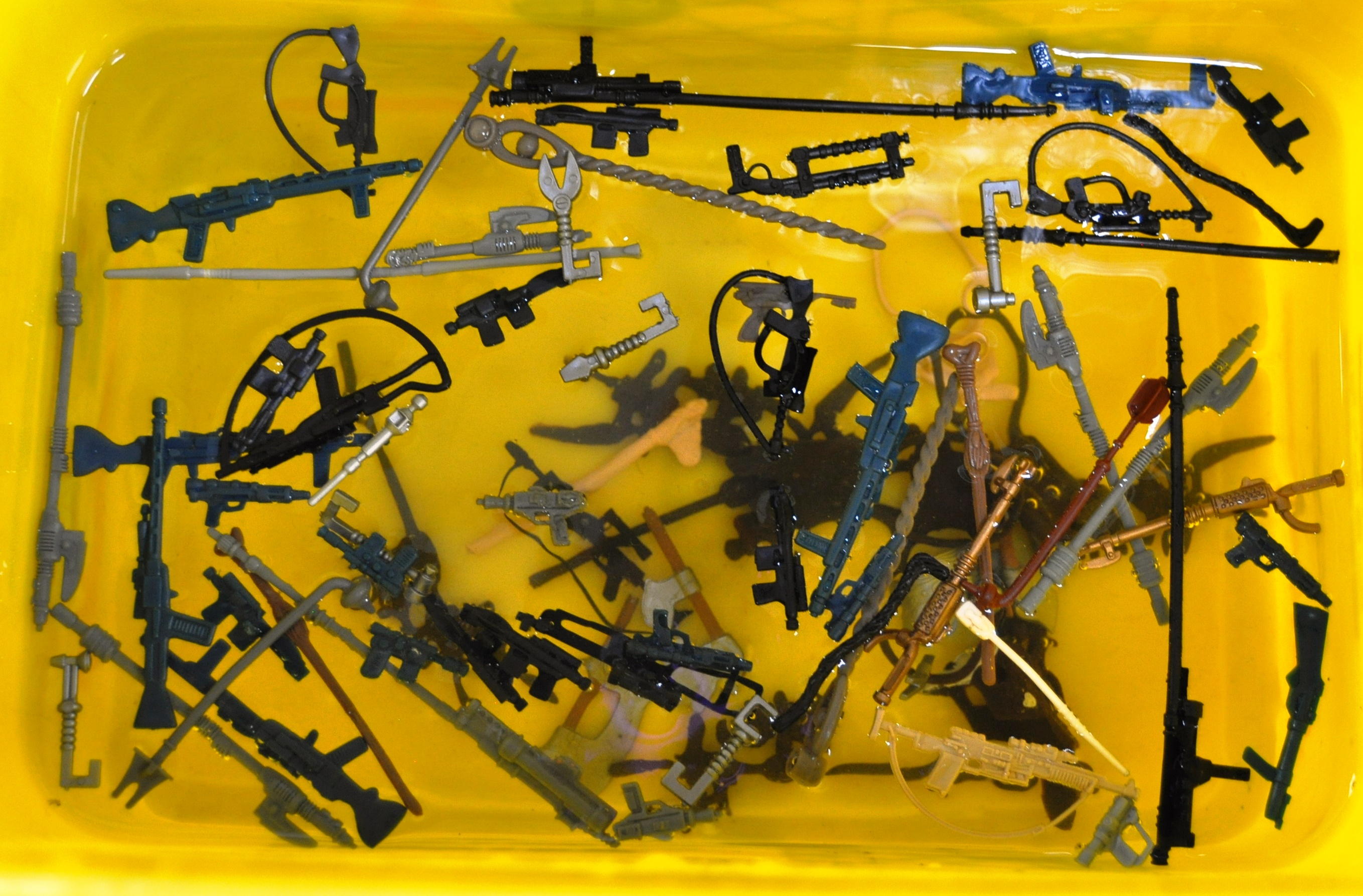 STAR WARS - LARGE COLLECTION OF ORIGINAL VINTAGE WEAPONS & ACCESSORIES. - Image 11 of 11