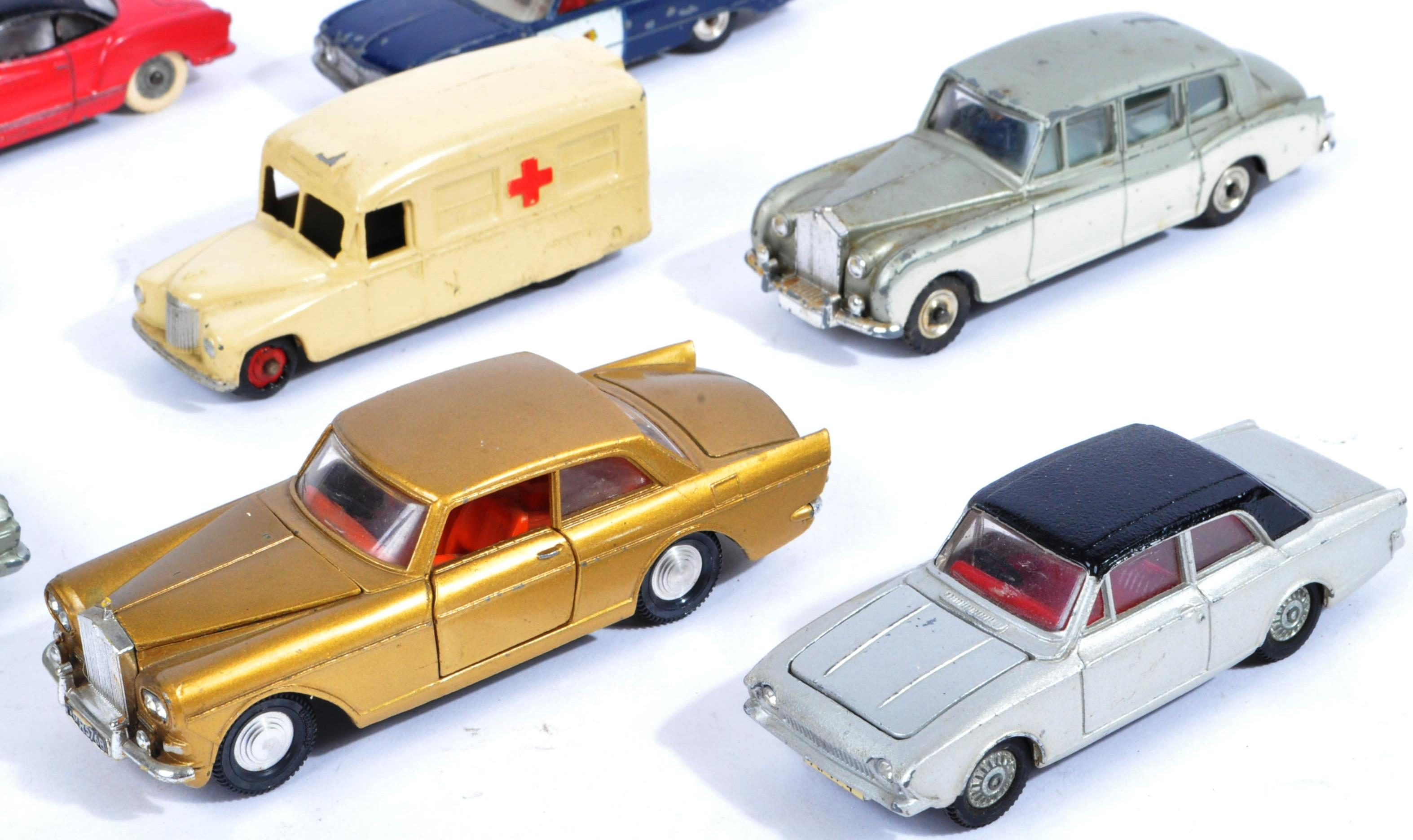 COLLECTION OF X10 VINTAGE DINKY TOYS DIECAST MODEL VEHICLES - Image 4 of 7