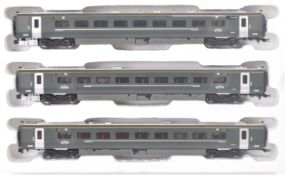 COLLECTION OF X3 HORNBY 00 GAUGE CLASS 800 IEP LOCO CARRIAGES