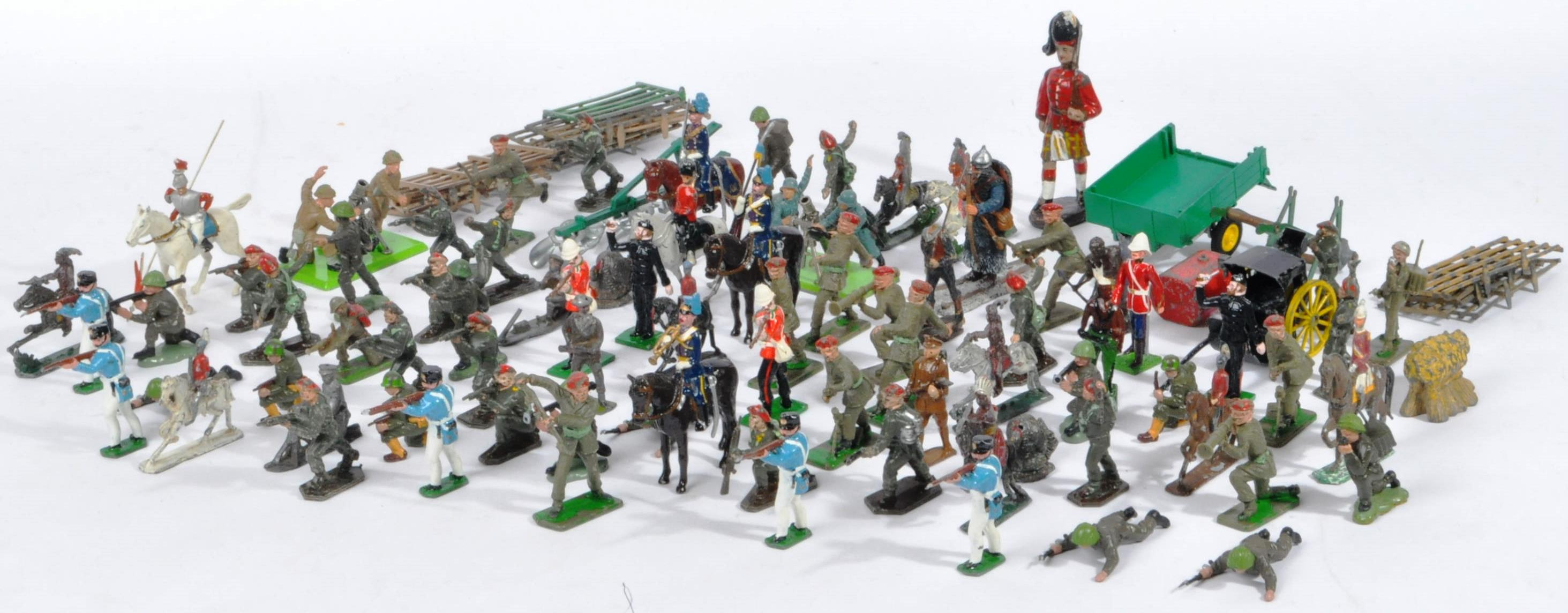 LARGE COLLECTION OF ASSORTED LEAD TOY SOLDIERS