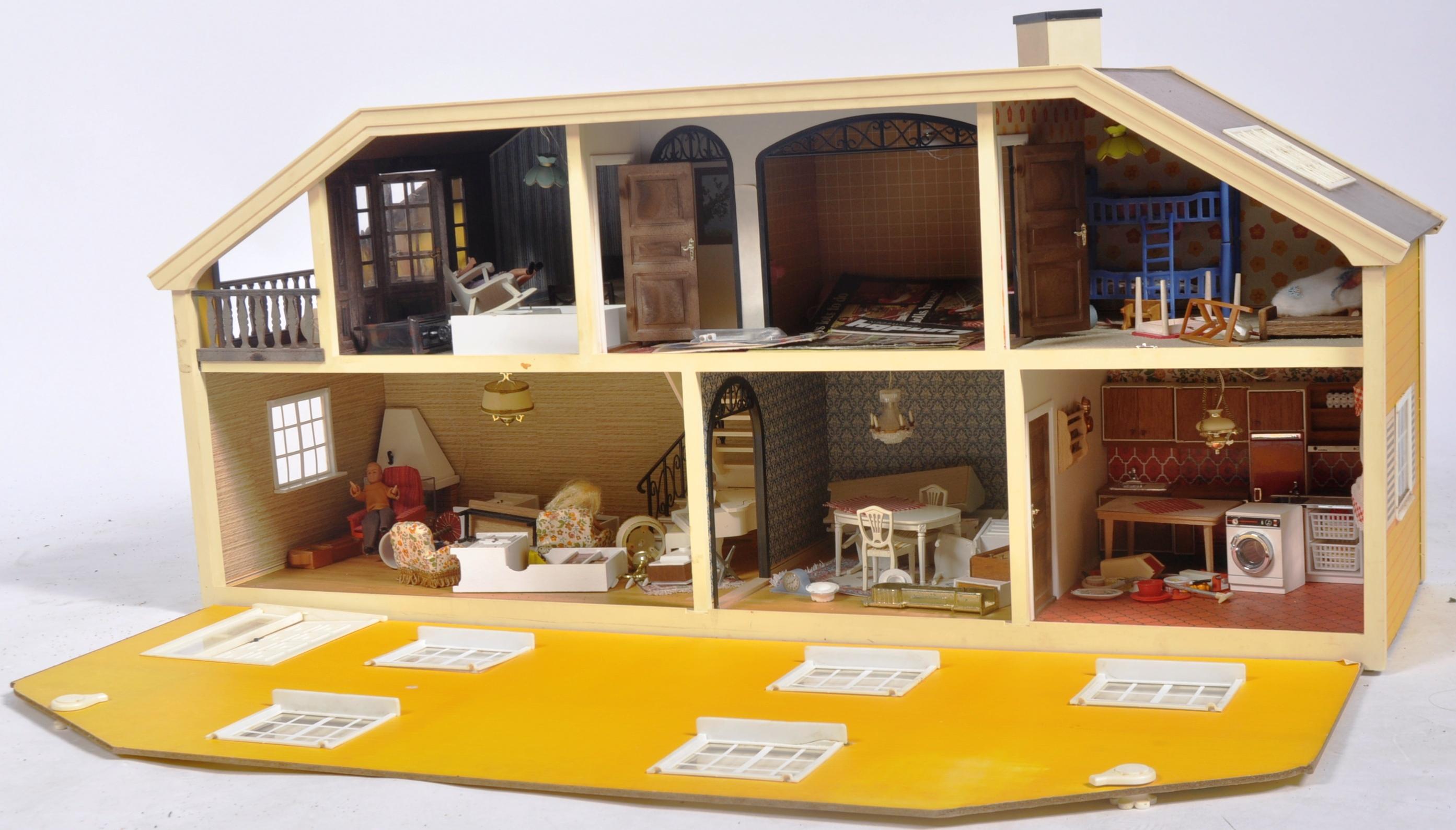 LARGE VINTAGE 1970S LUNDBY OF SWEDEN CHILD'S DOLLS HOUSE - Image 2 of 7