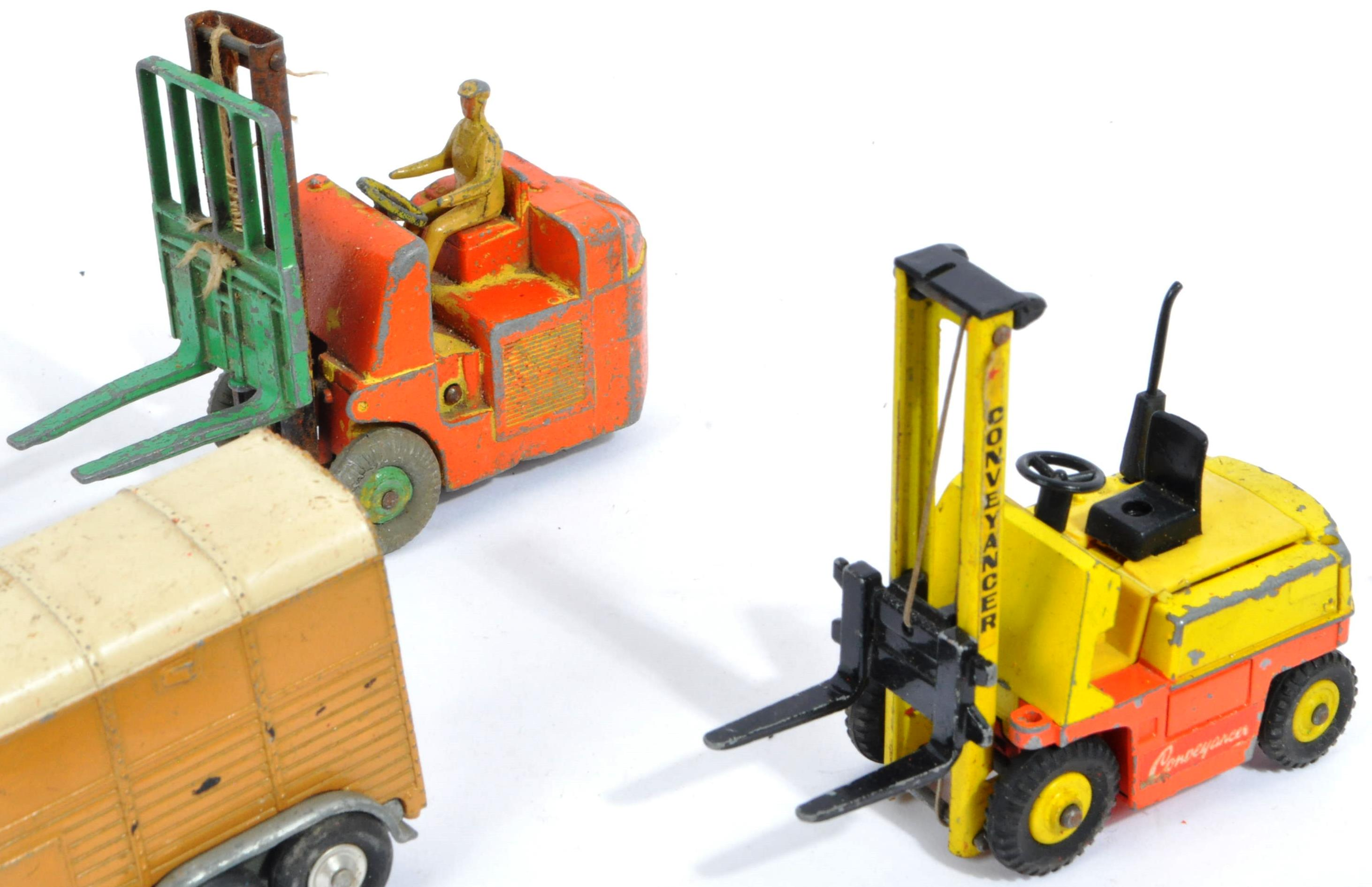 COLLECTION OF VINTAGE CORGI & DINKY TOYS DIECAST MODELS - Image 5 of 10