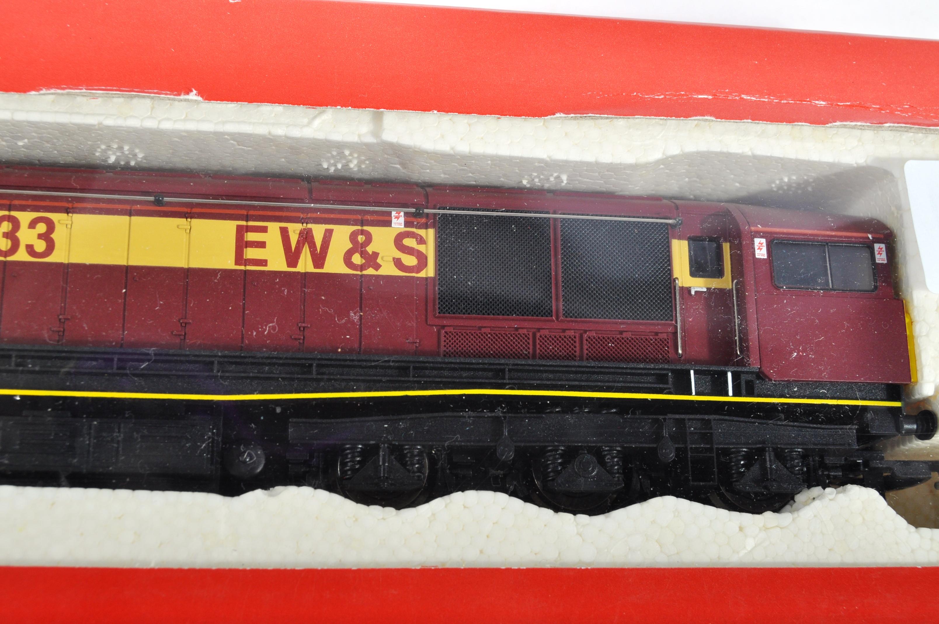 ORIGINAL HORNBY 00 GAUGE MODEL RAILWAY DIESEL ELECTRIC LOCO - Image 3 of 4