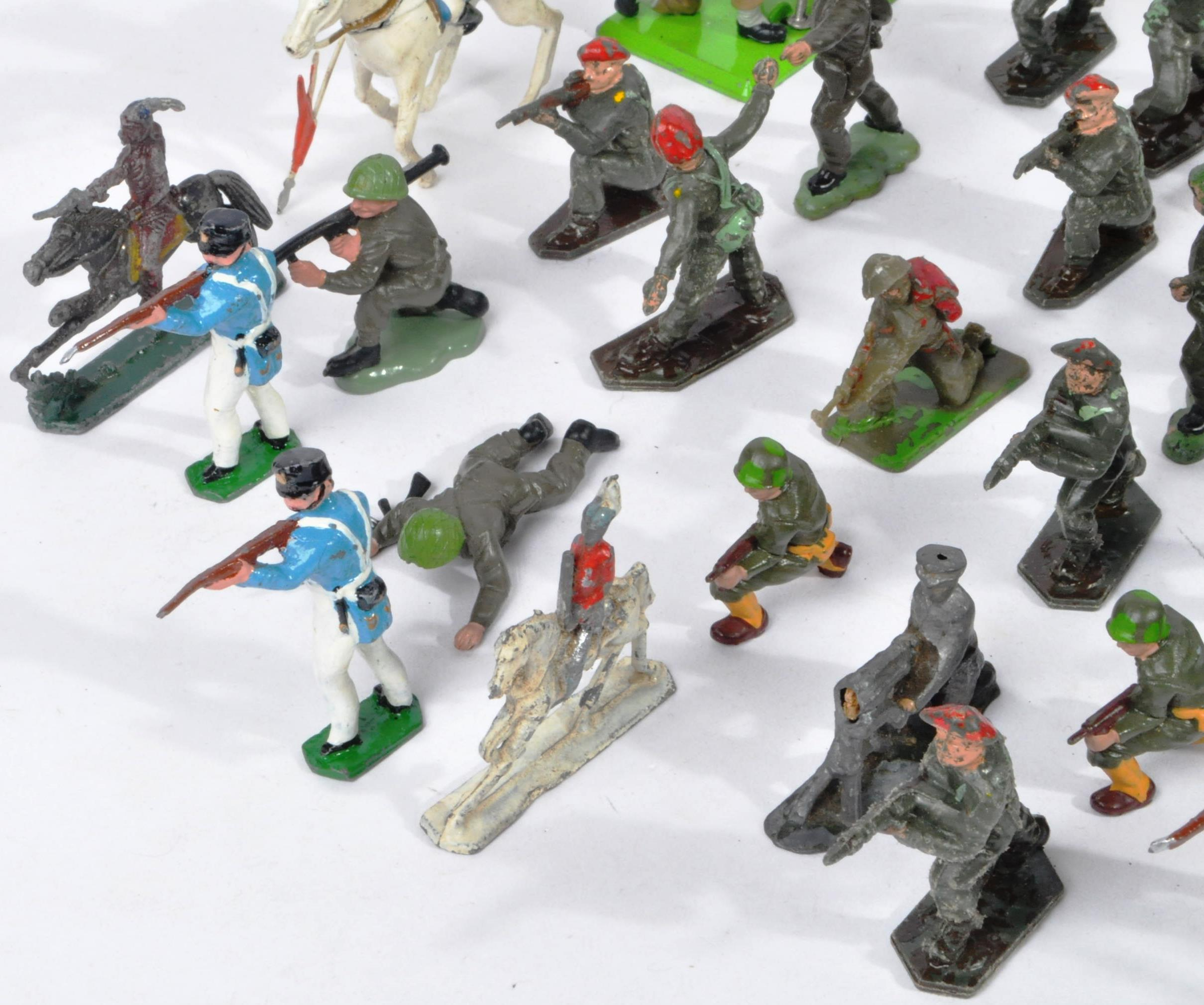 LARGE COLLECTION OF ASSORTED LEAD TOY SOLDIERS - Image 2 of 10
