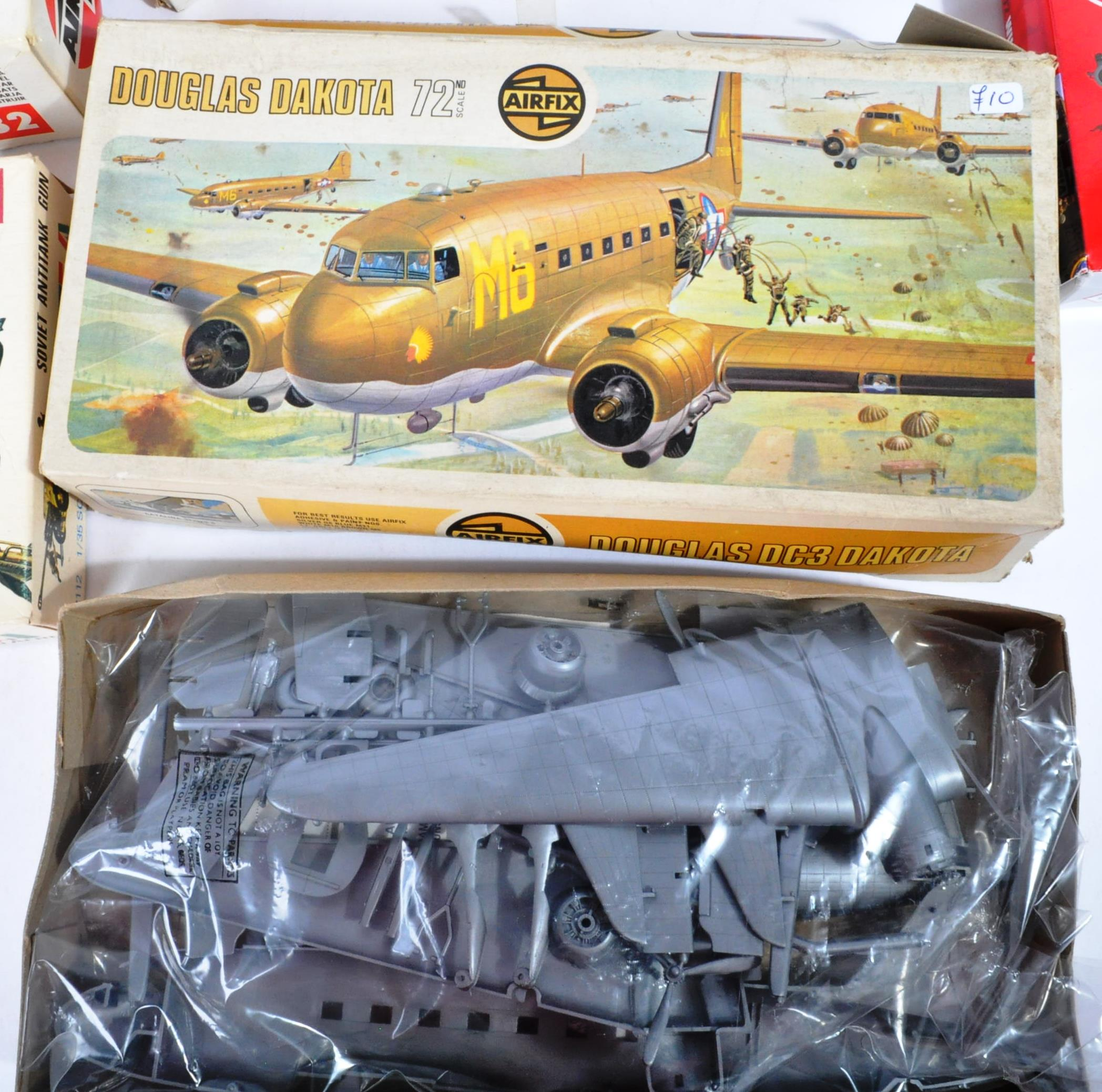 COLLECTION OF ASSORTED AIRFIX AND REVELL PLASTIC MODEL KITS - Image 6 of 8